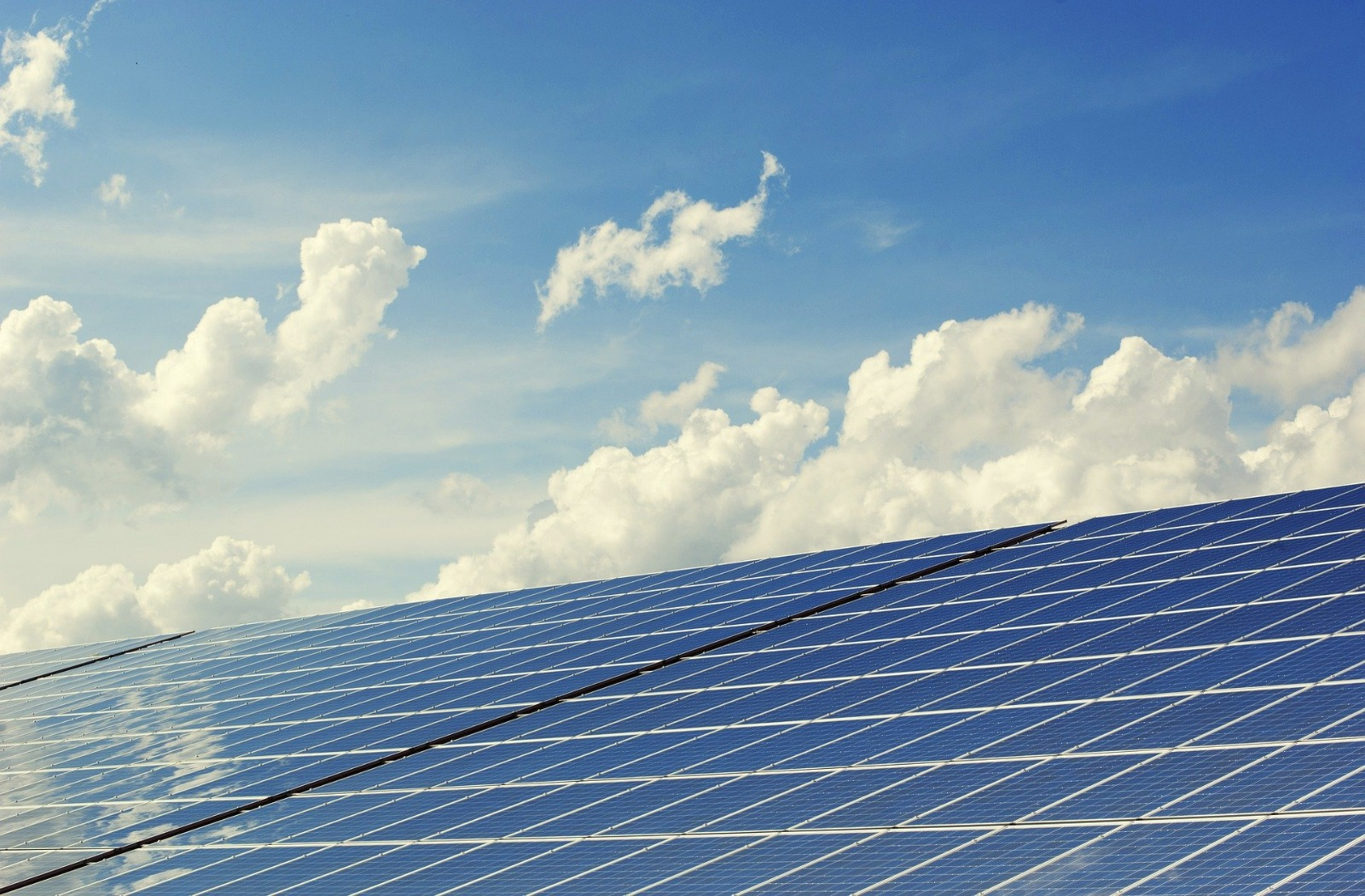 La Conselleria de Política Territorial considera de interés económico estratégico tres plantas fotovoltaicas ubicadas en Ayora y Beneixama