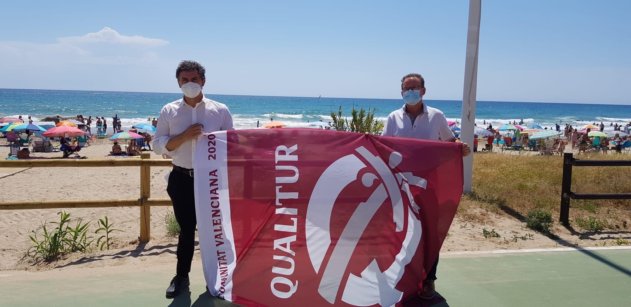 Francesc Colomer entrega les banderes Qualitur a les platges de Vinaròs, Peníscola i Alcalà de Xivert