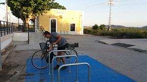 """Las personas usuarias de Metrovalencia y TRAM d""""Alacant consideran """"útil"""" que algunas estaciones dispongan de aparcabicis y taquillas para recoger..."""