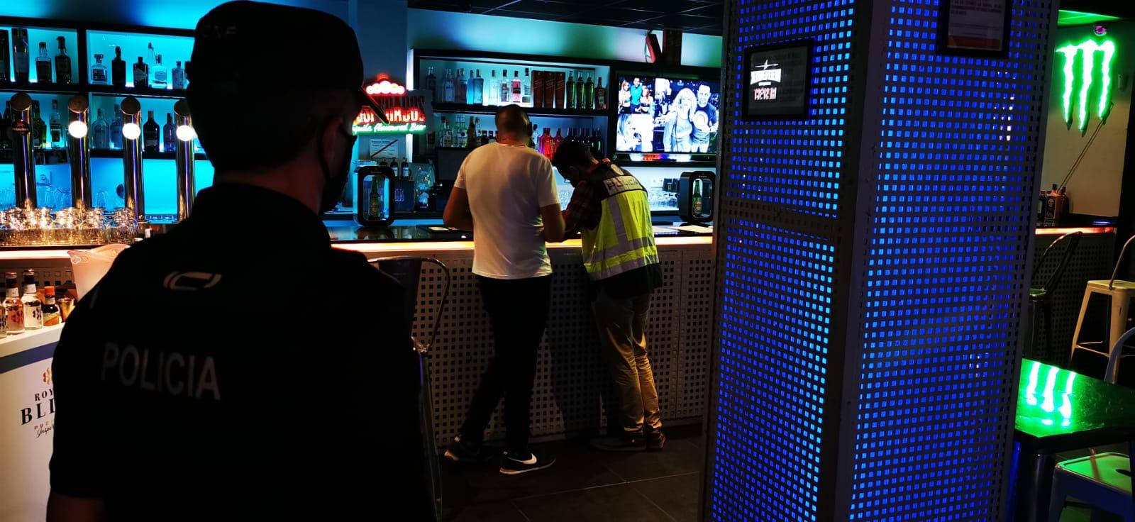 La Policía de la Generalitat inspecciona 190 locales de ocio y propone sancionar a 28 personas por no usar la mascarilla