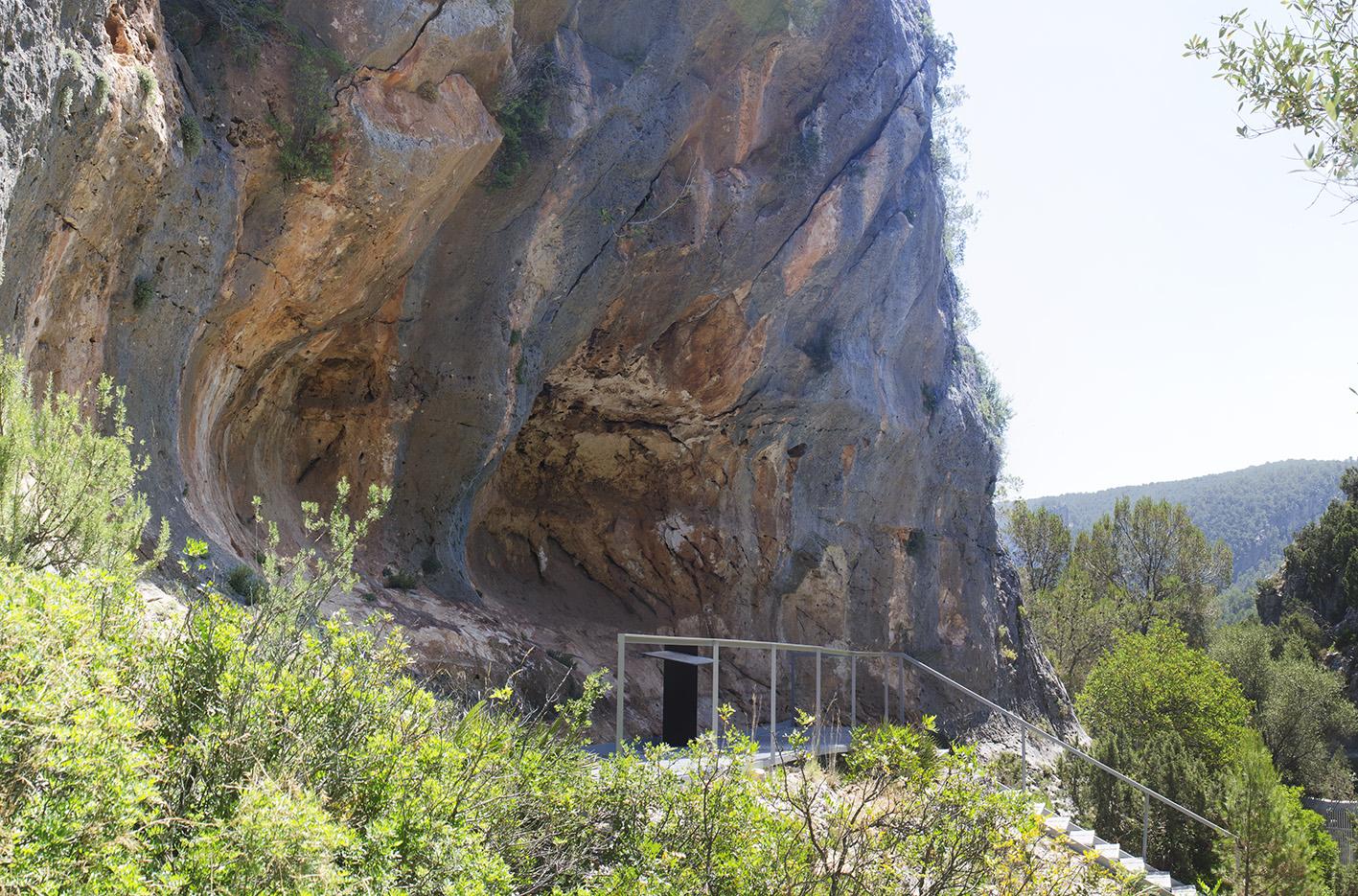 El IVCR+i y la Universidad de Alicante investigan los pigmentos utilizados en las pinturas rupestres de las cuevas de la Araña en Bicorp