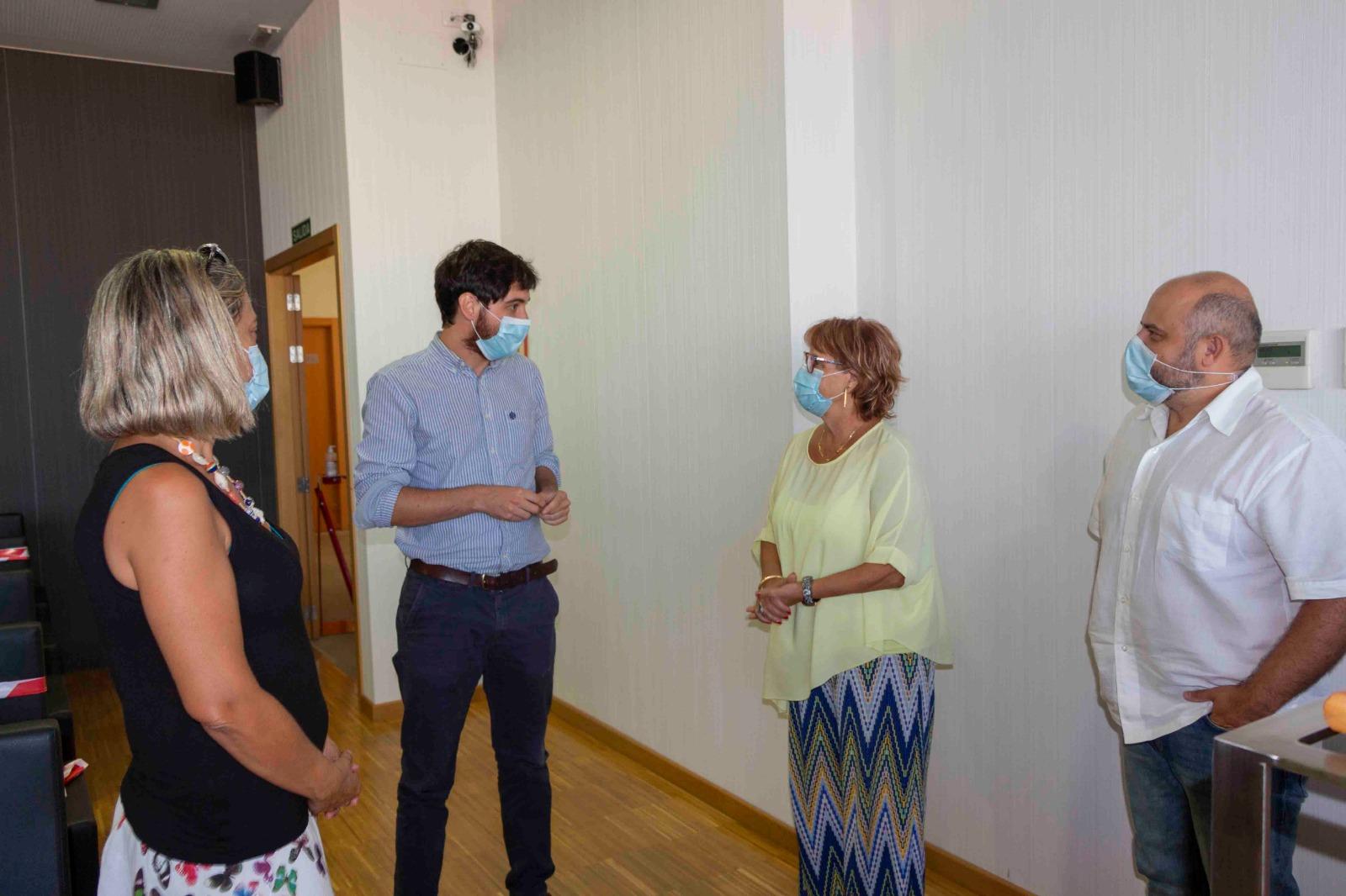 La Generalitat presenta a los vecinos y vecinas del grupo de vivienda pública de Picassent las obras de mejora que iniciará en octubre