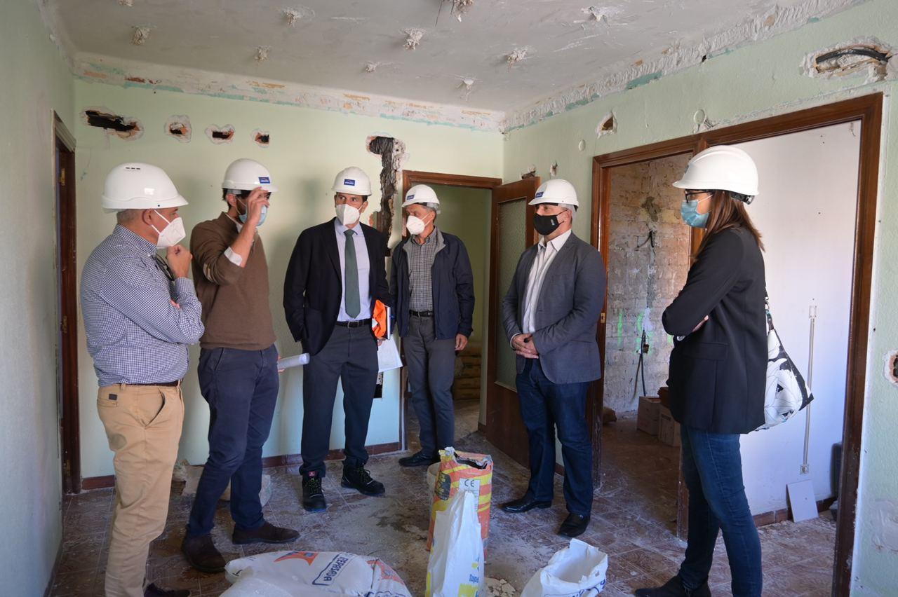 Martínez Dalmau visita las obras de las viviendas en el barrio de Marxalenes de València que se destinarán a emergencias habitacionales
