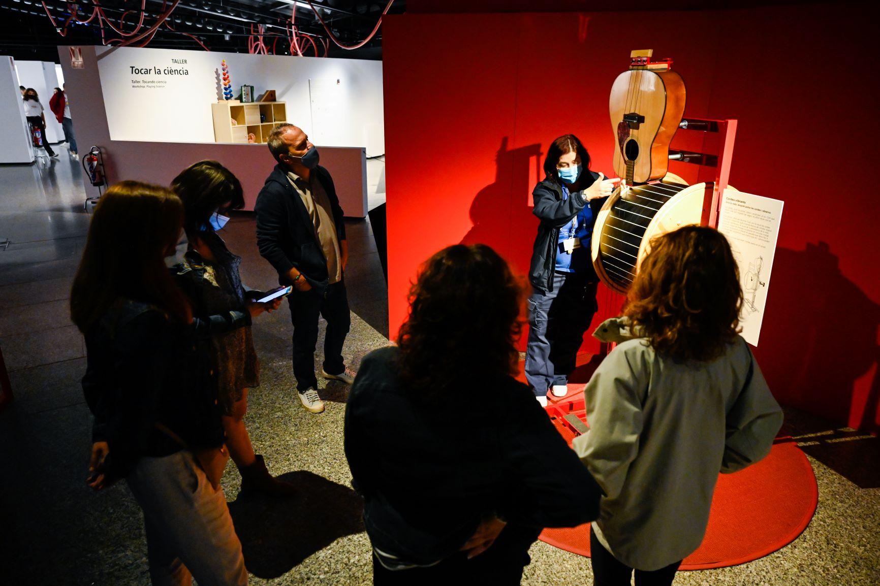 """El Museu de les Ciències organitza visites guiades en la nova exposició """"Play. Ciència i música"""""""