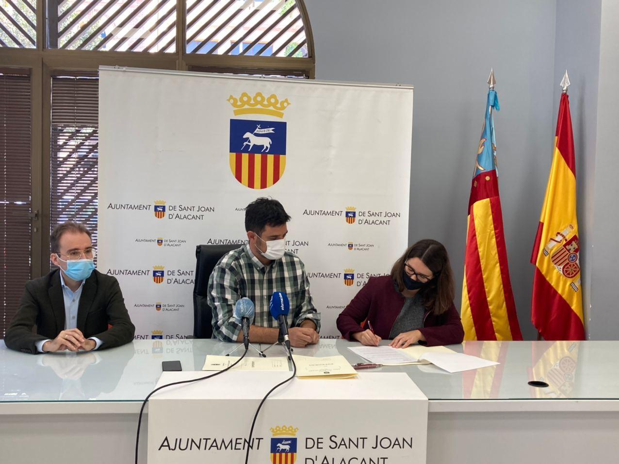 La Conselleria de Vivienda y el Ayuntamiento de Sant Joan firman un protocolo de colaboración para la adquisición y gestión de viviendas en alquil...
