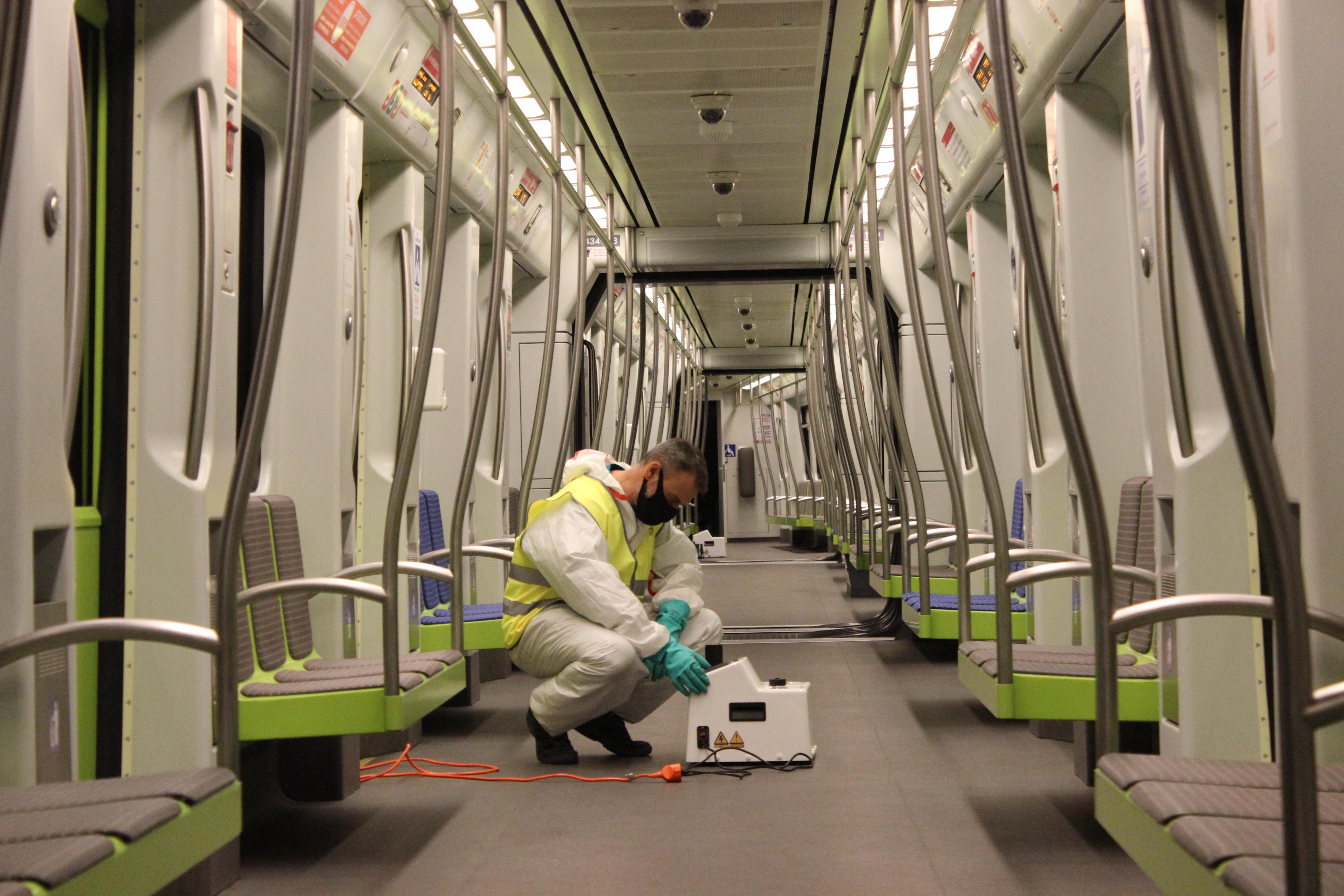 """Ferrocarrils de la Generalitat comença a aplicar el sistema de desinfecció mitjançant nebulització amb peròxid d""""hidrogen en l""""interior de les seu..."""