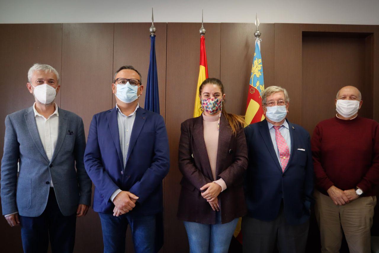 """La Conselleria d""""Agricultura i Transició Ecològica acorda amb FECOREVA col·laborar per a impulsar l""""energia solar aplicada al reg"""