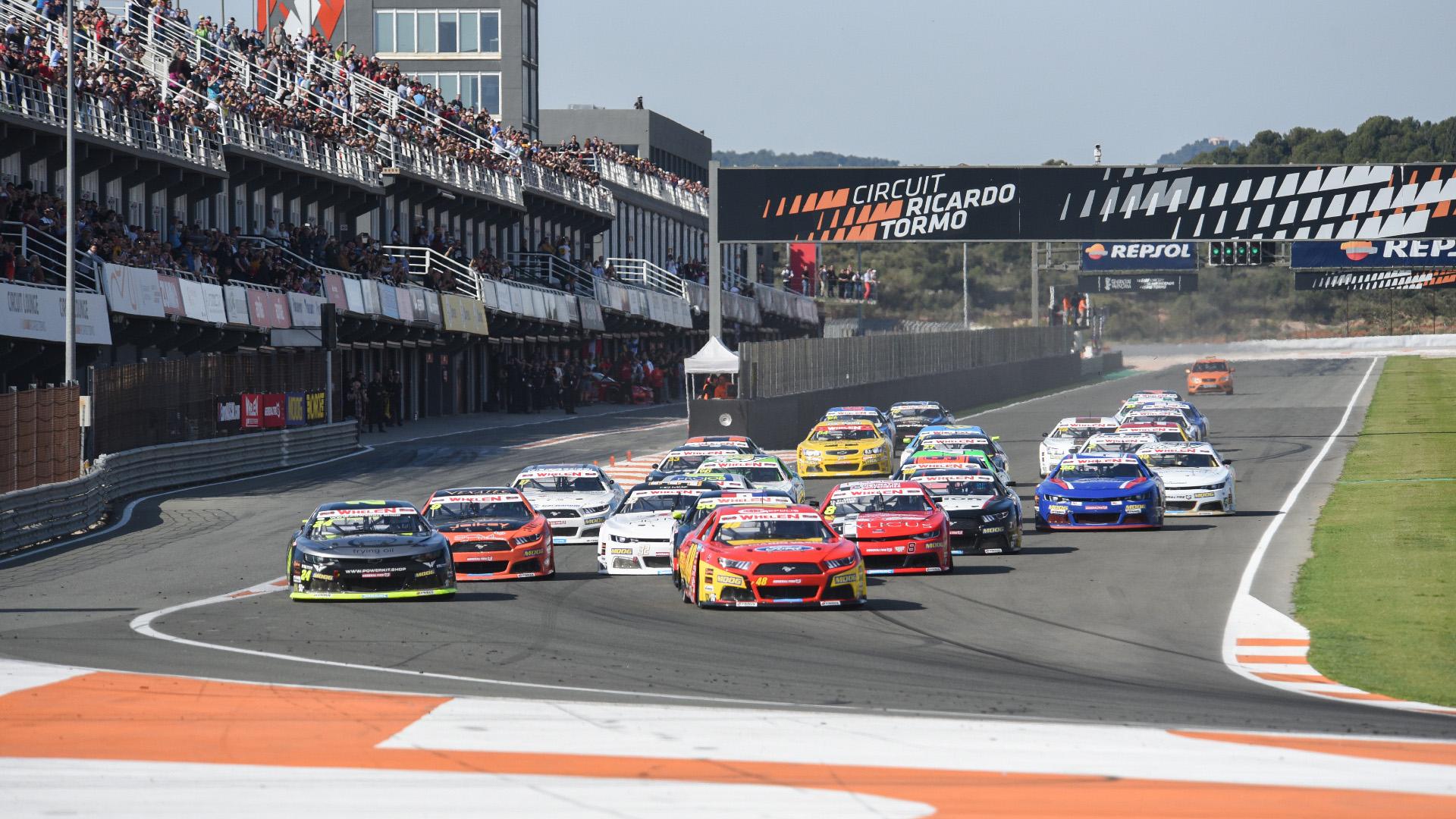 Tot en joc per al tancament de la temporada de la NASCAR europea a València