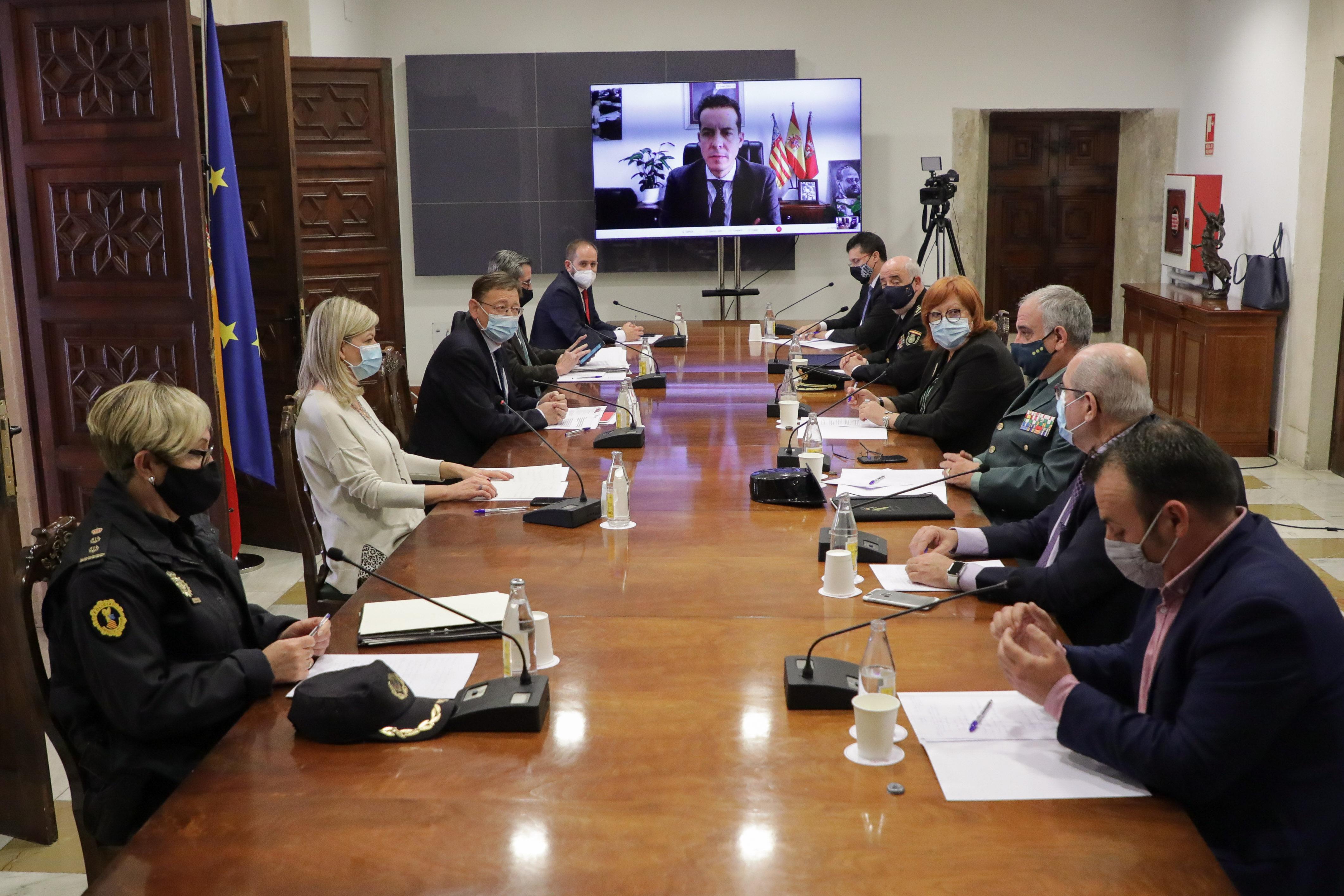 Generalitat, Delegació del Govern i FVMP acorden reforçar la vigilància del compliment de les mesures davant de la COVID