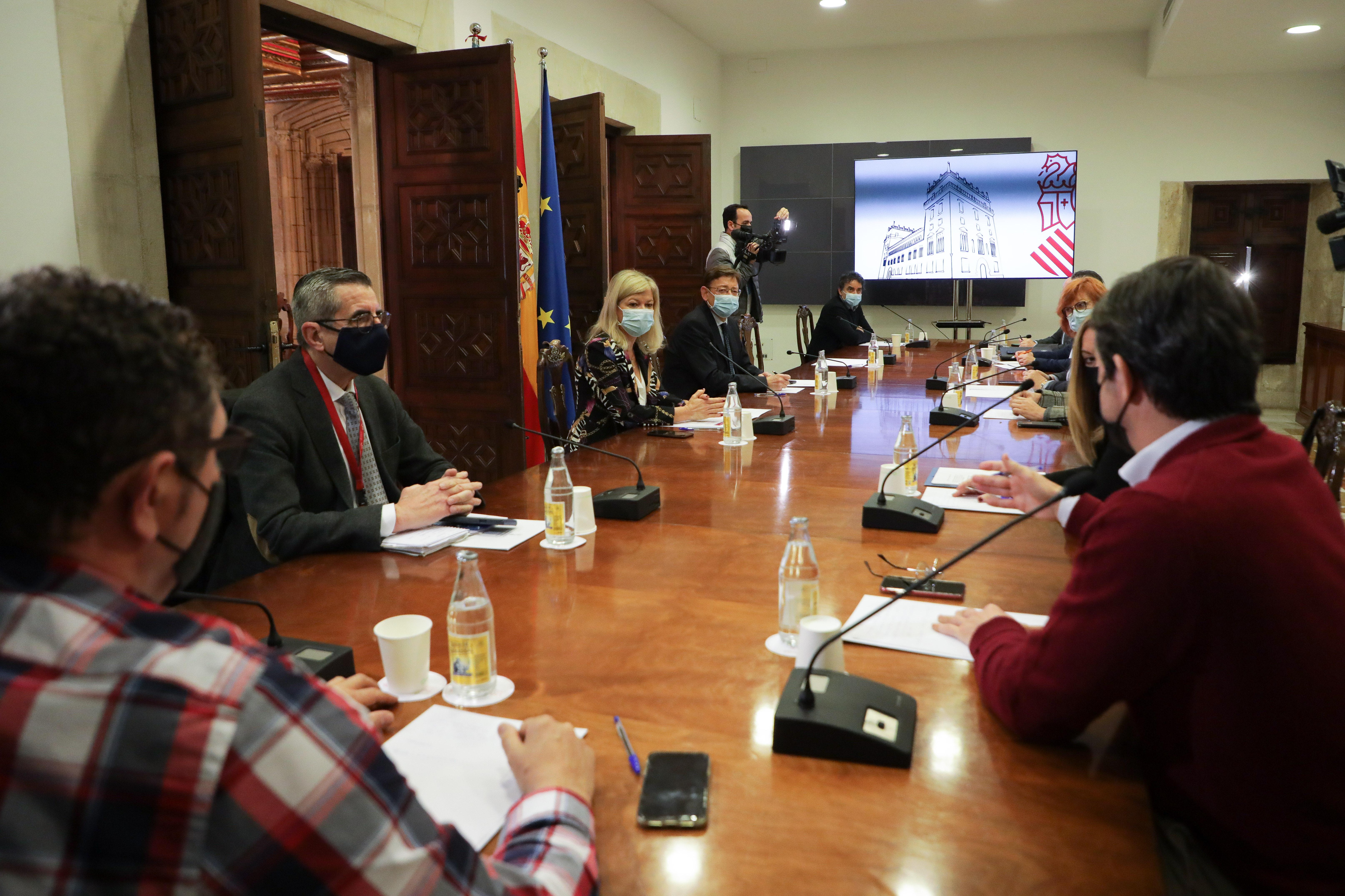 """Ximo Puig demana als sectors de l""""oci, el comerç i la restauració que extremen el control dels aforaments aquest Nadal per a reforçar la seguretat..."""
