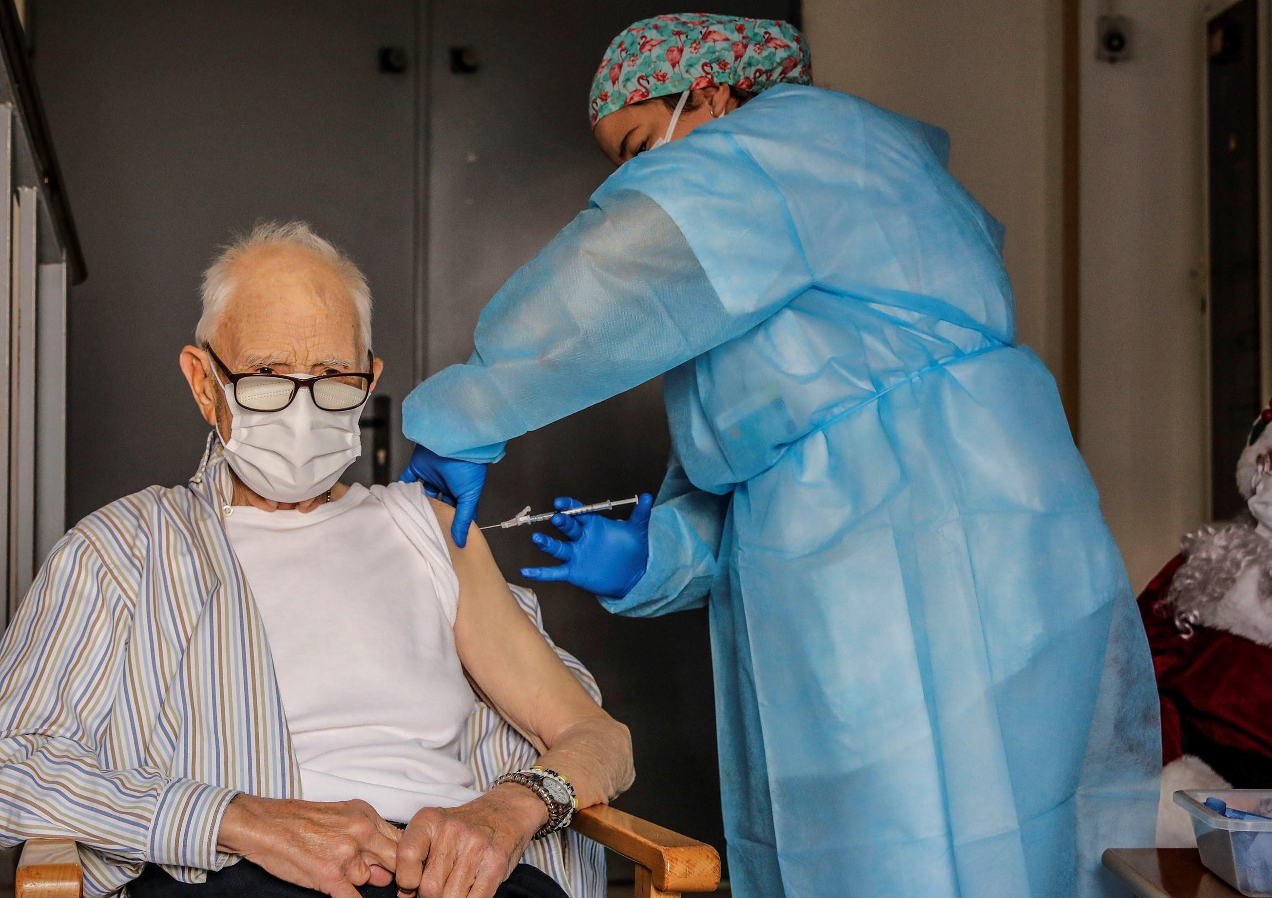 Batiste Martí, de 81 anys, és el primer valencià vacunat contra la COVID-19