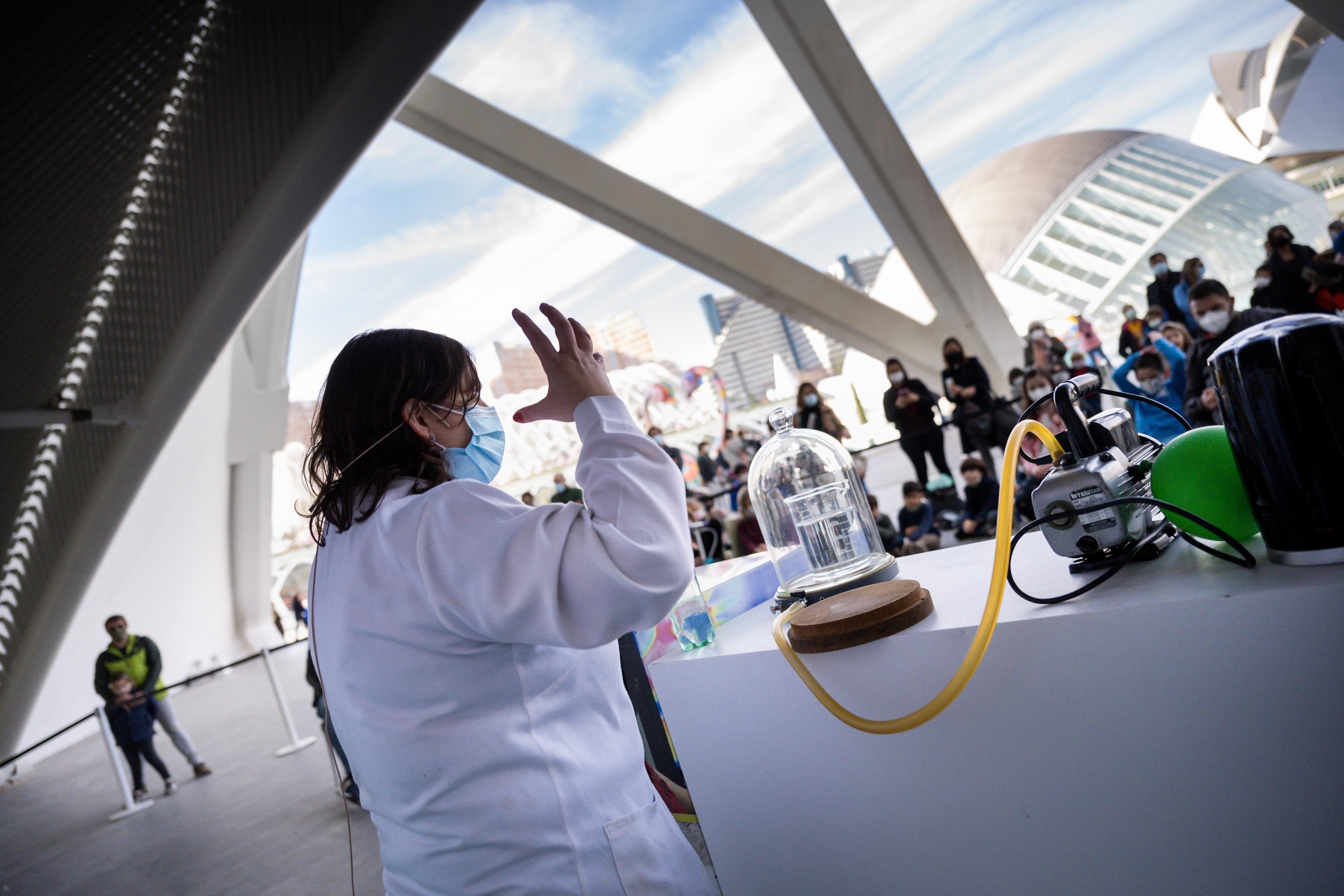 La Ciutat de les Arts i les Ciències celebra minisessions gratuïtes de la Ciència a Escena i contacontes nadalencs