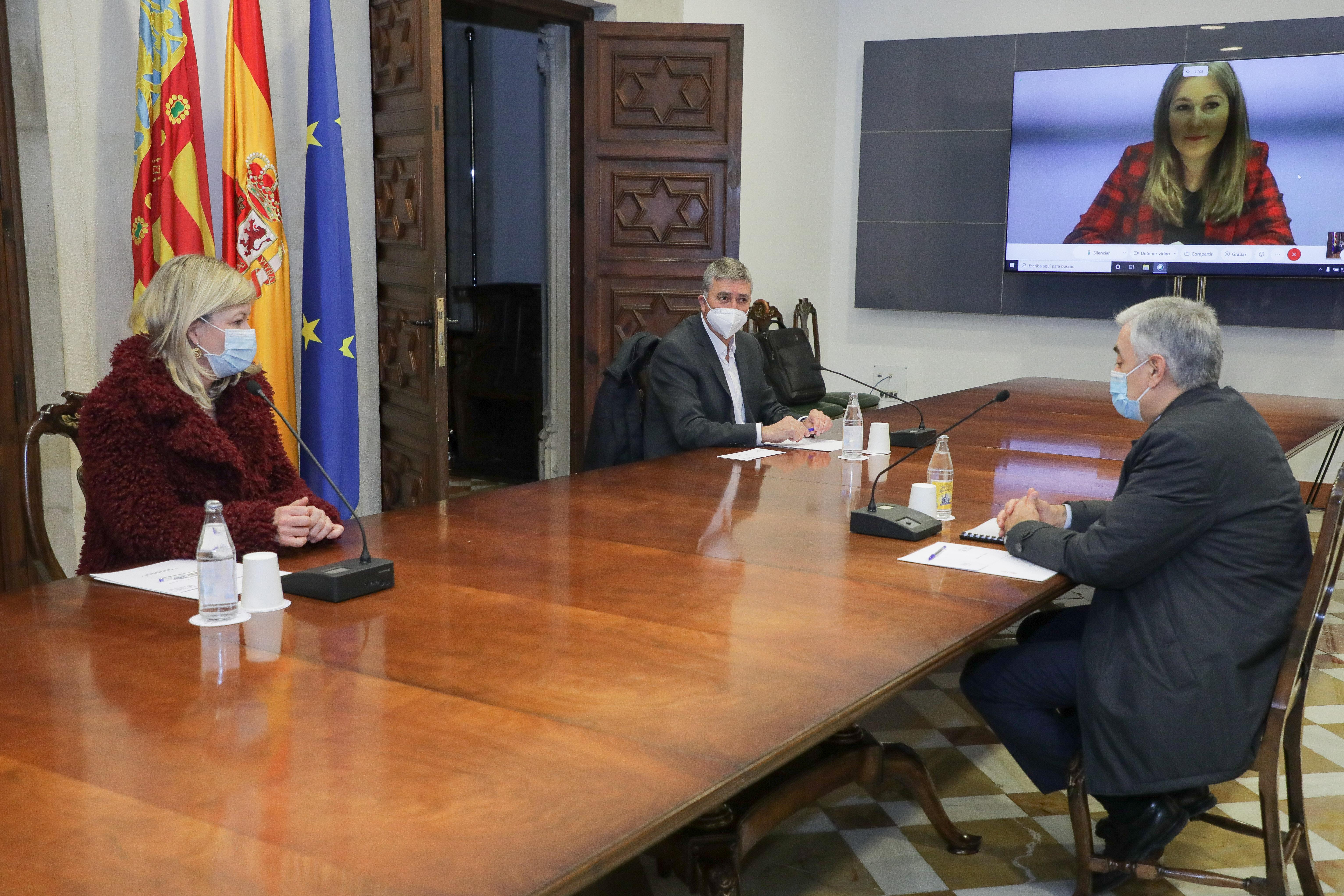 """La Policia de la Generalitat reforçarà el control d""""aforament en les grans superfícies comercials"""