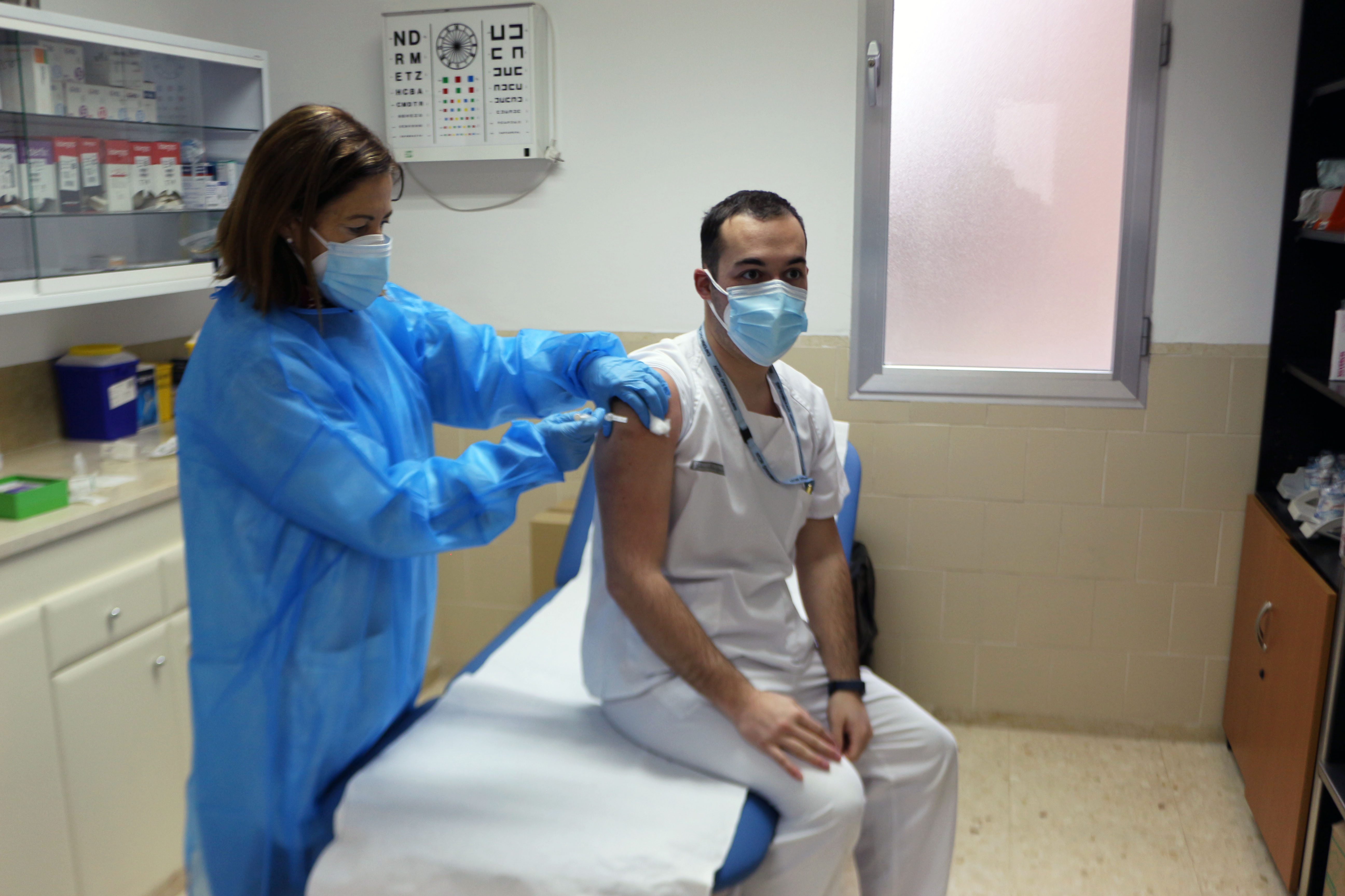 La Comunitat Valenciana inicia la vacunació del personal sanitari de primera línia