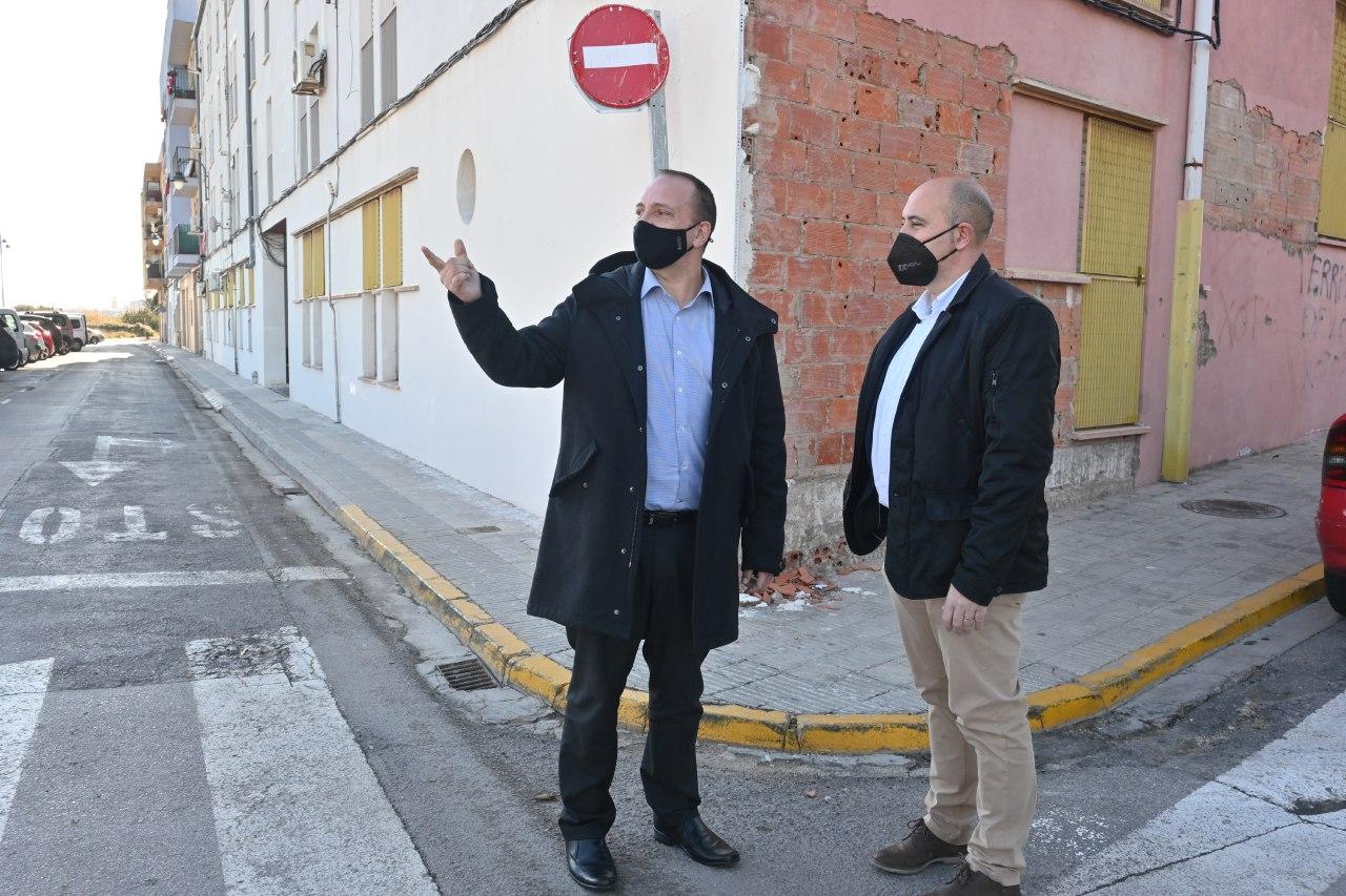"""Martínez Dalmau: """"Les obres de regeneració del grup d""""habitatge de Massamagrell milloraran les condicions de vida de les 44 famílies residents"""""""