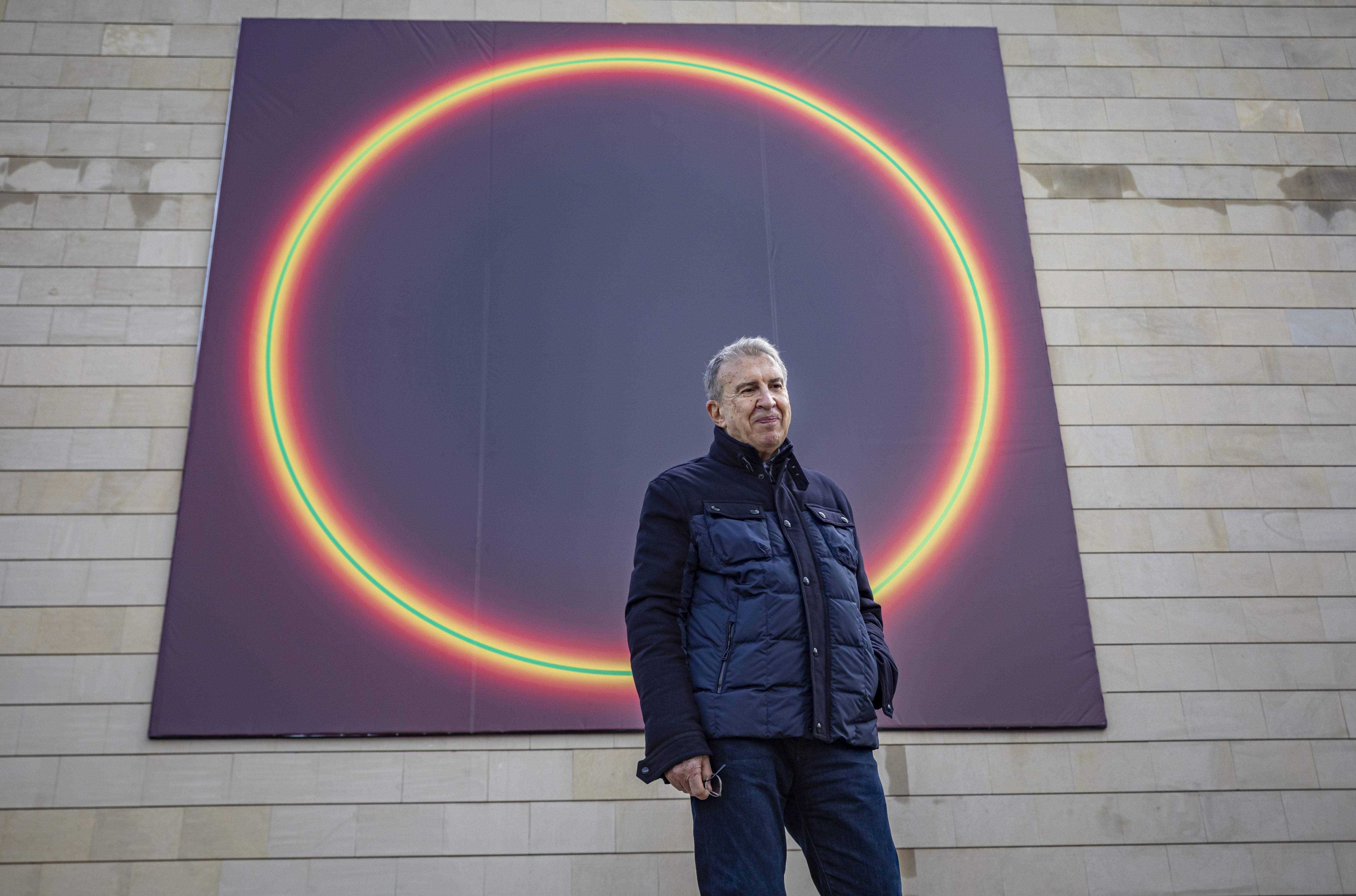 """José María Yturralde intervé la façana de l""""IVAM amb una obra que reflexiona sobre el cosmos i l""""infinit"""