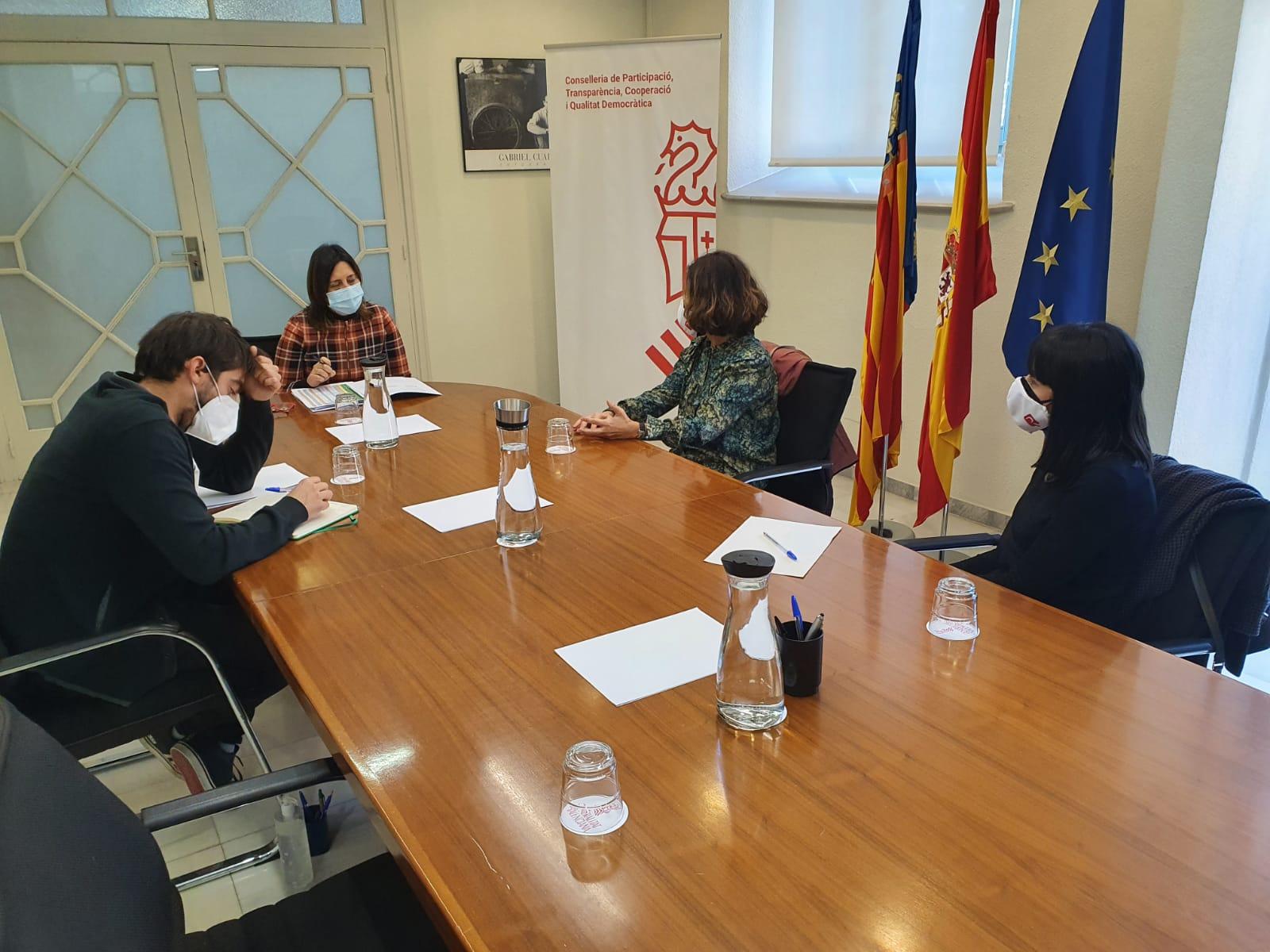 """Pérez Garijo es reuneix amb el Col·legi de Registradors per a estudiar la reversió d""""immobles públics inscrits per l""""Església Catòlica"""