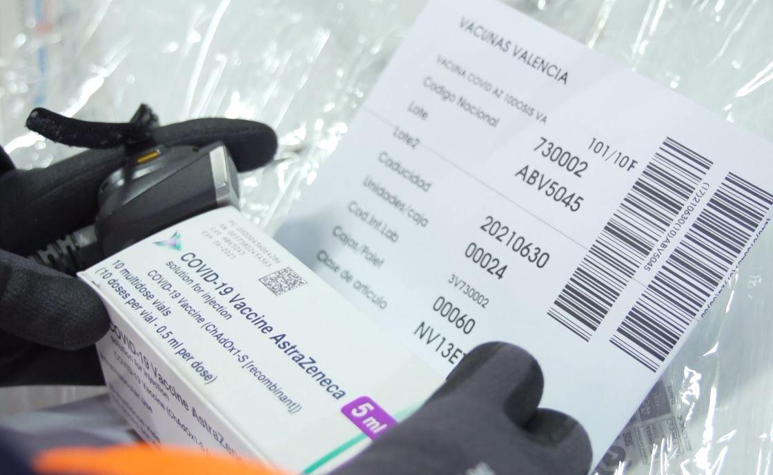Tires tèrmiques, fotos de detall i geolocalització en temps real garanteixen la conservació i la seguretat durant el transport de vacunes