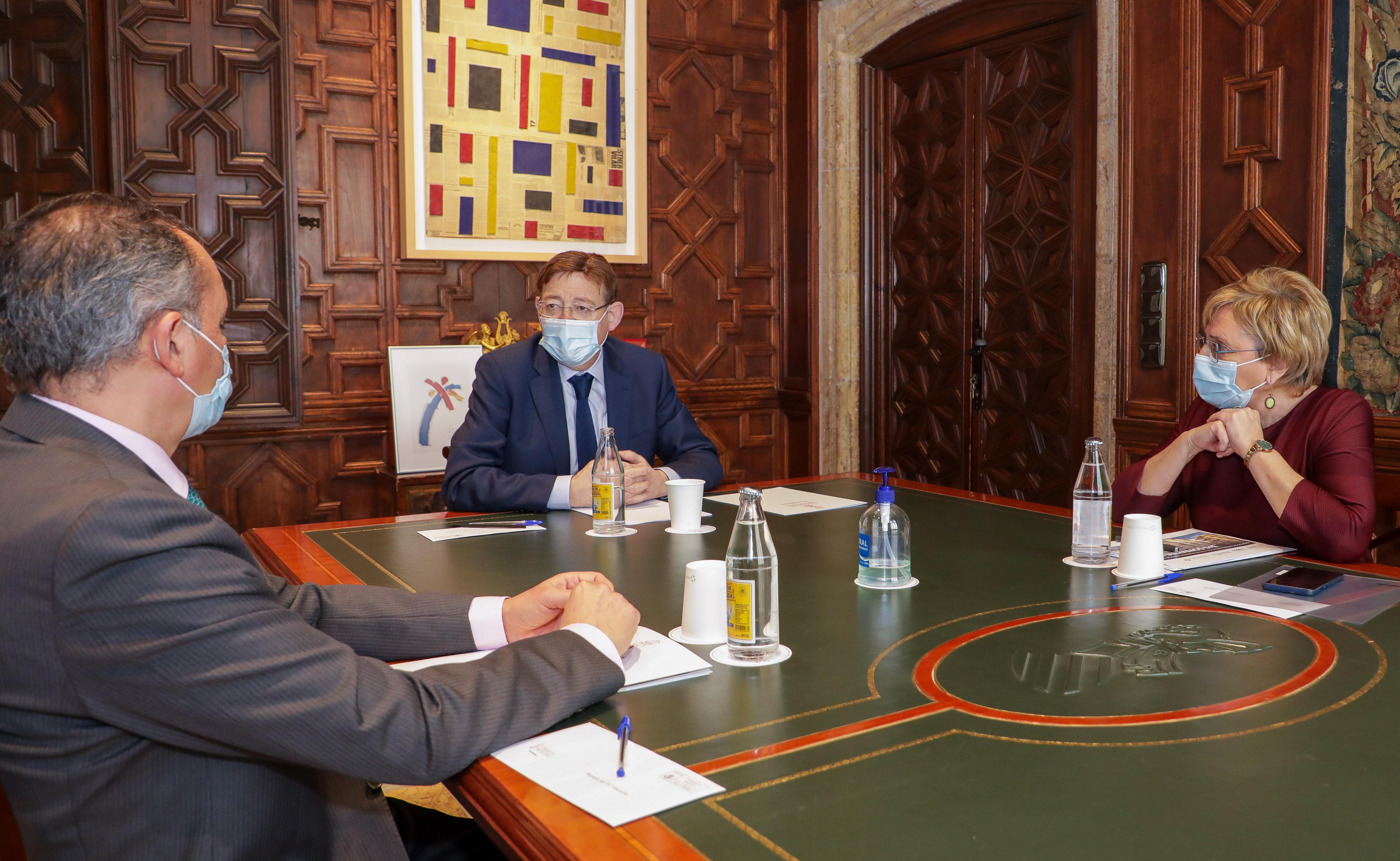 Ximo Puig se ha reunido con Ana Barceló y el presidente de la CEV para abordar el plan de vacunación contra la COVID-19