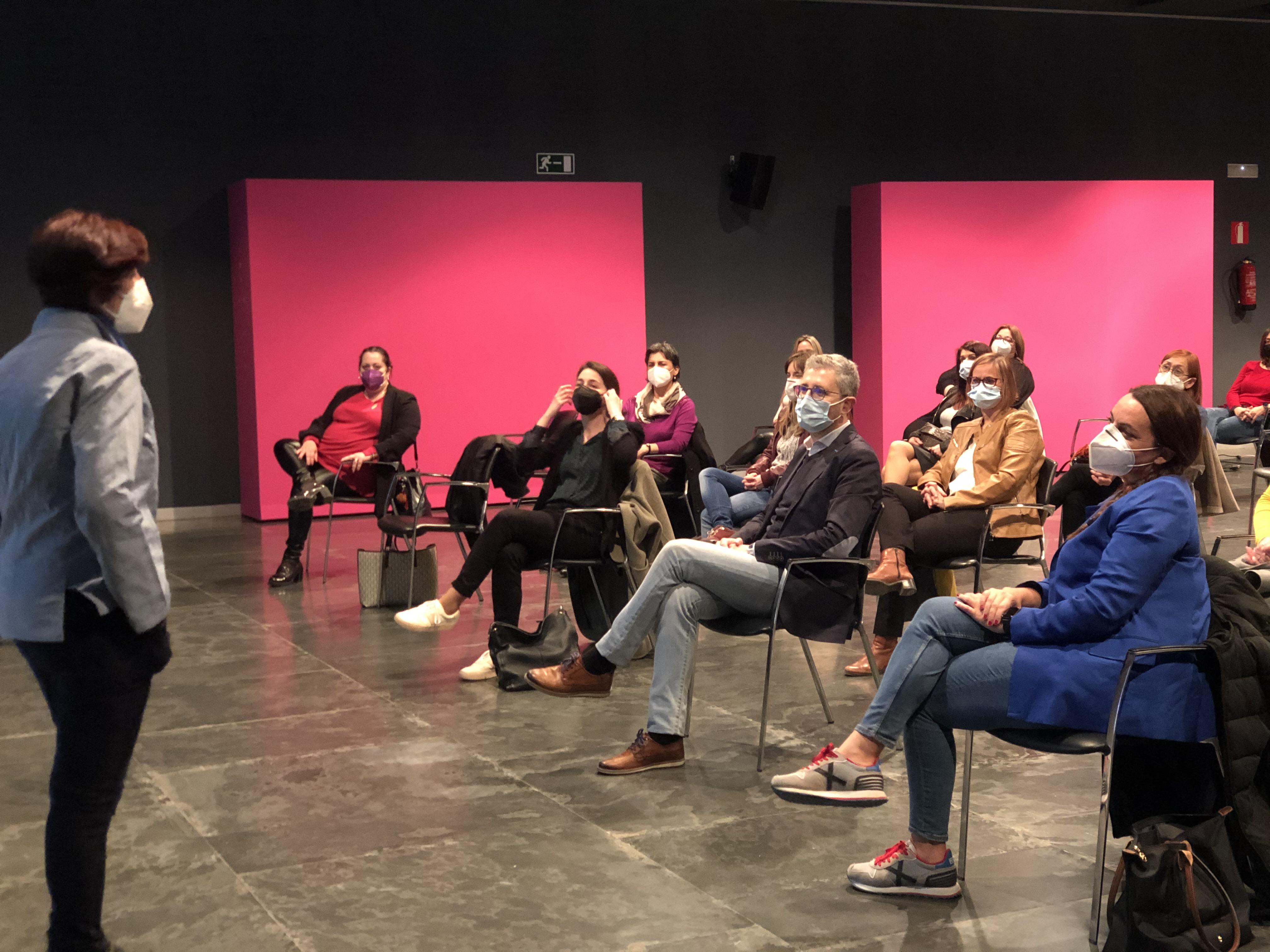 """Ferrocarrils de la Generalitat se suma al Día Internacional de la Mujer con el cortometraje """"Las chicas no pierden el tren"""""""