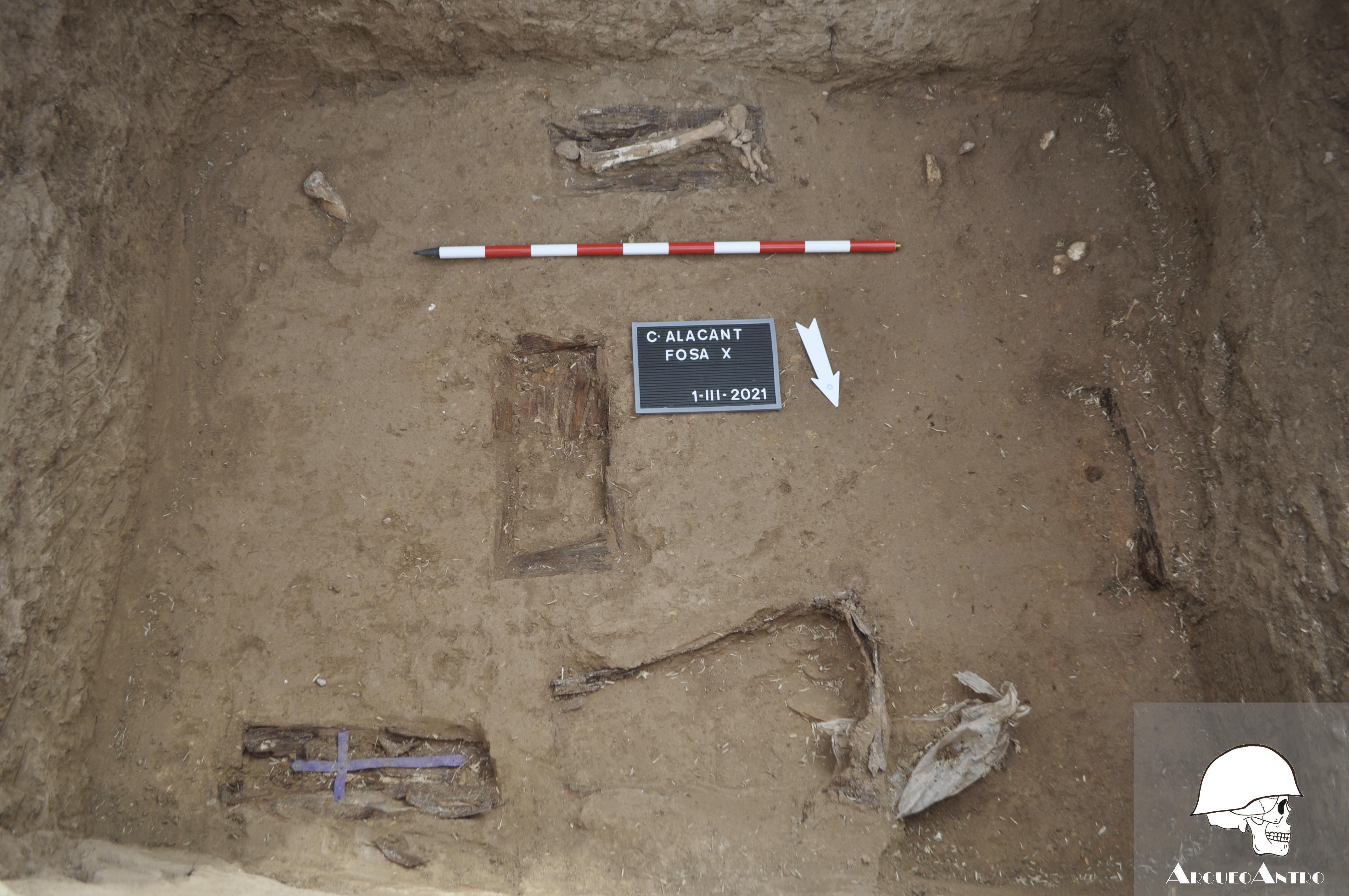 """L""""excavació de la Fossa X del Cementeri d""""Alacant descobreix un possible cas d""""un nadó furtat"""