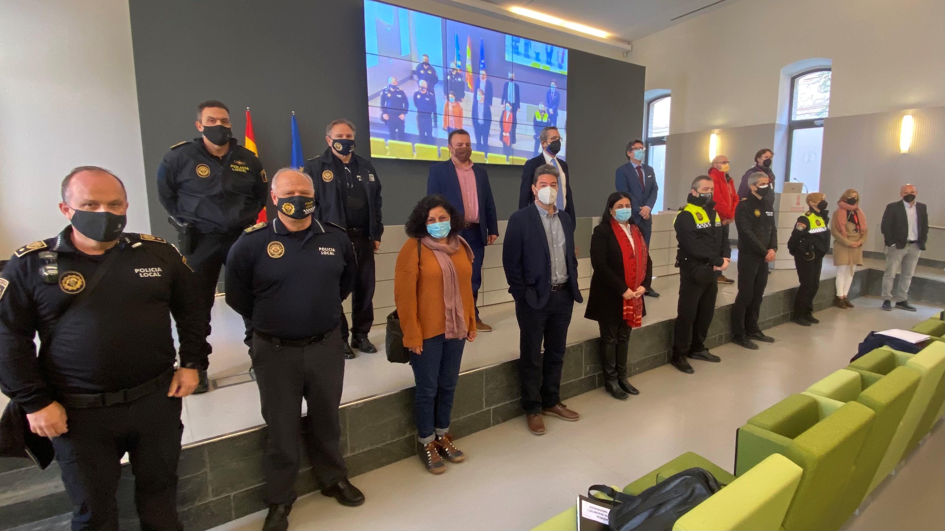 La Generalitat moderniza los cuerpos de Policía Local con dos nuevas herramientas tecnológicas