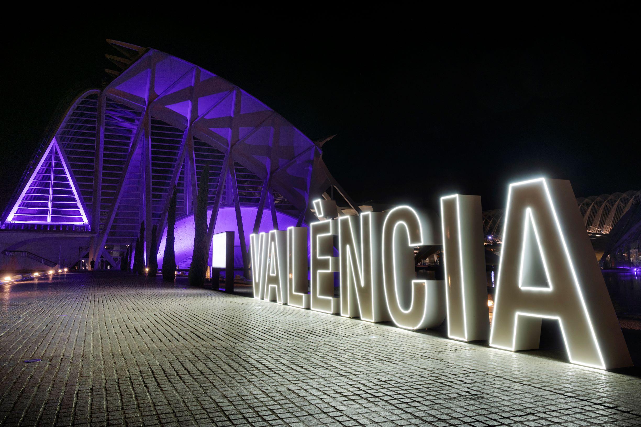 La Ciutat de les Arts i les Ciències se ilumina de morado por el Día Internacional de la Mujer