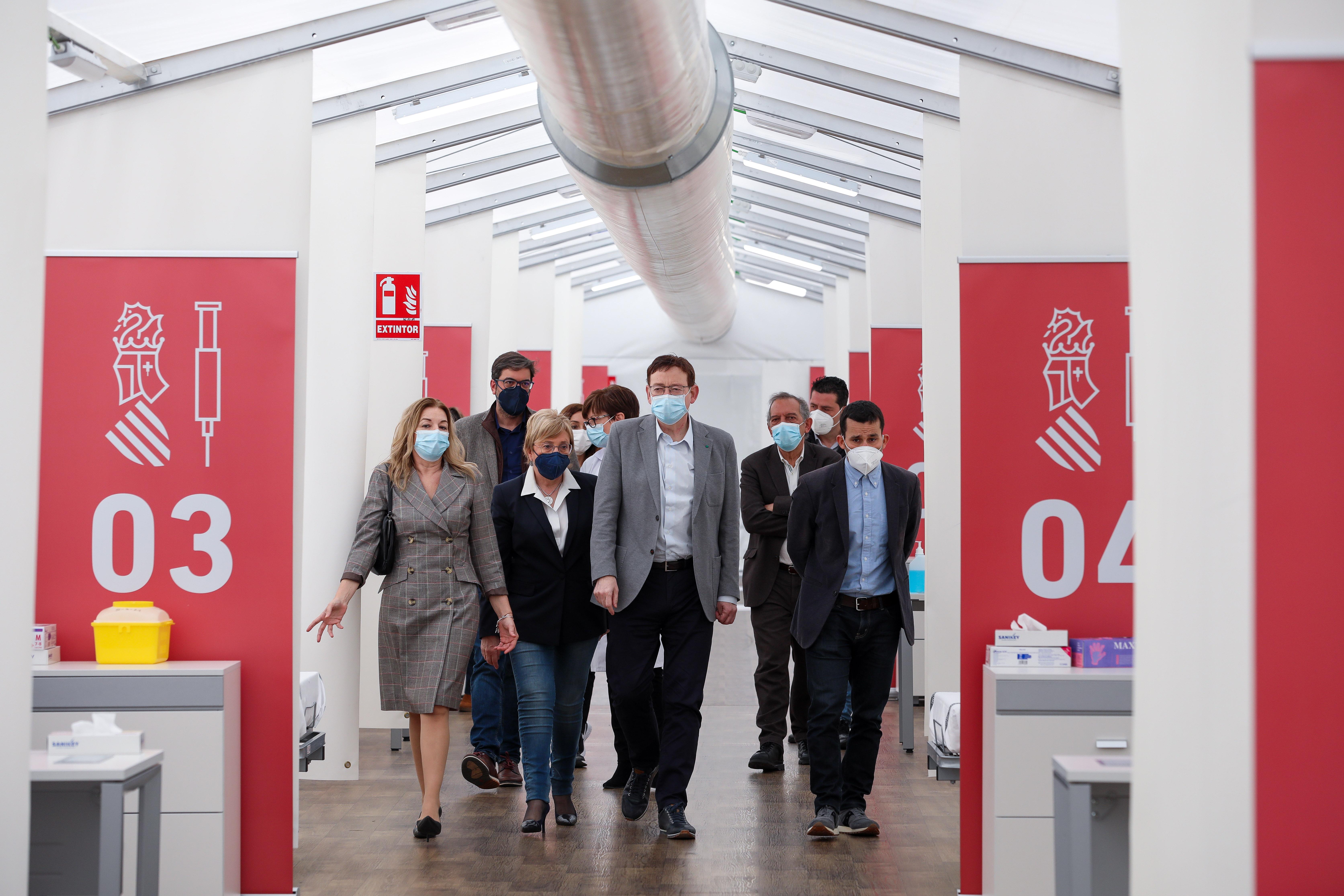 """Ximo Puig destaca que tot està preparat perquè aquest dilluns s""""inicie la vacunació del professorat i de la resta del personal dels centres educat..."""