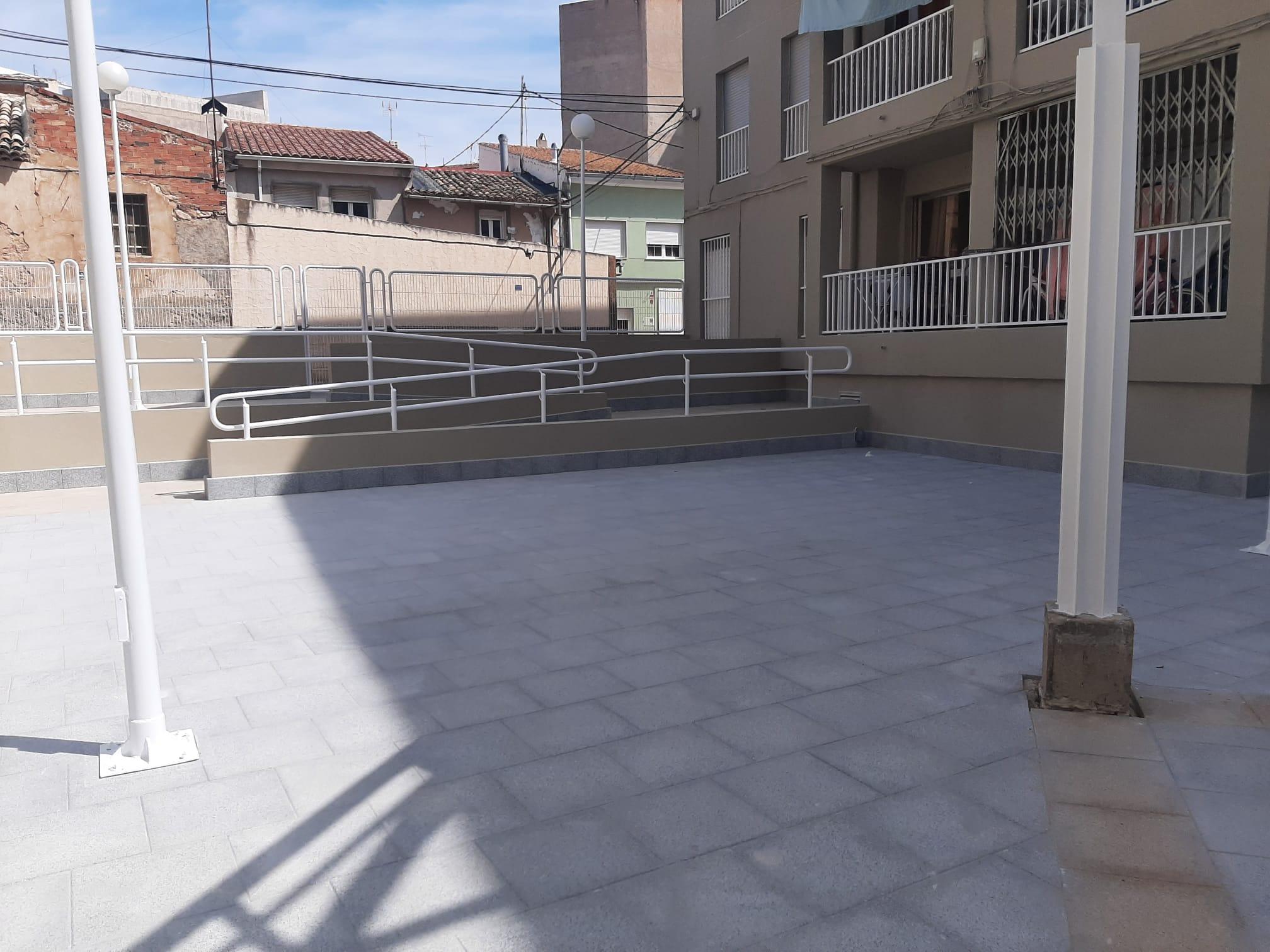 La Generalitat ultima las obras de mejora de elementos comunes y regeneraciónn del grupo de vivienda pública Les Modernistes de Monóvar