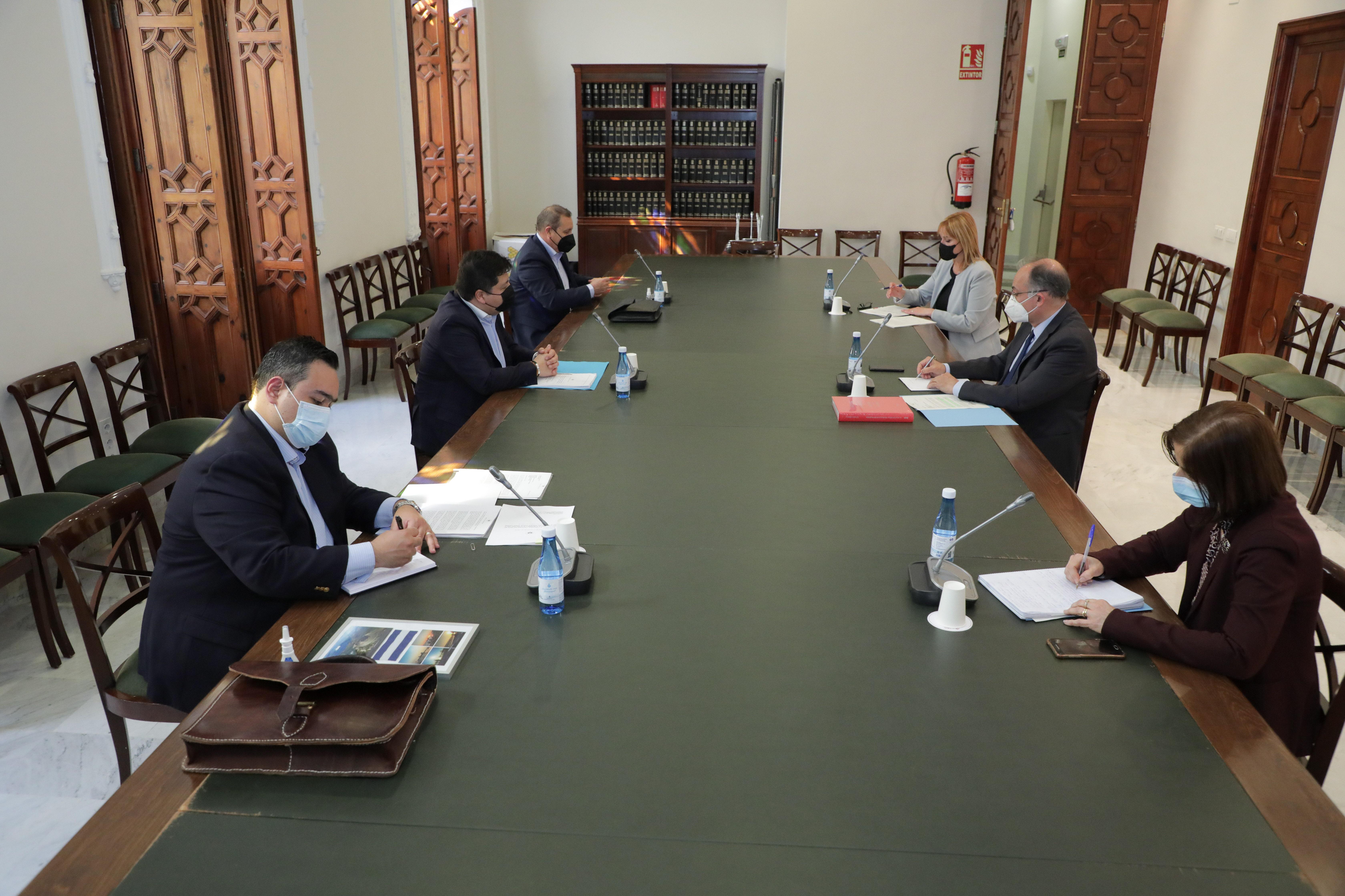 Calabuig se reúne con el embajador de El Salvador para analizar las iniciativas de cooperación al  desarrollo de la Generalitat en ese país
