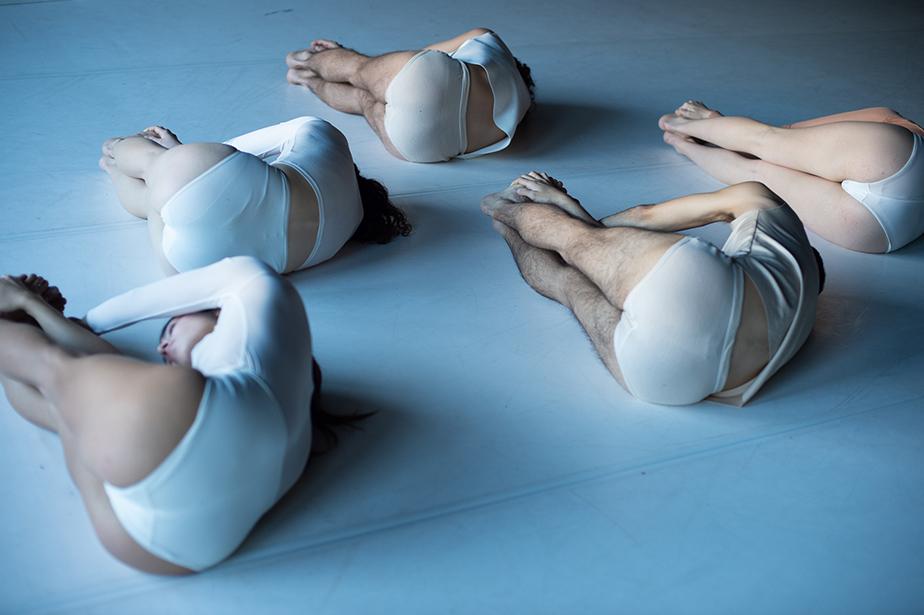 """Dansa València sube a los espectadores al escenario del Teatre Principal en su clausura con """"Wu Wei"""", de Raquel Klein"""