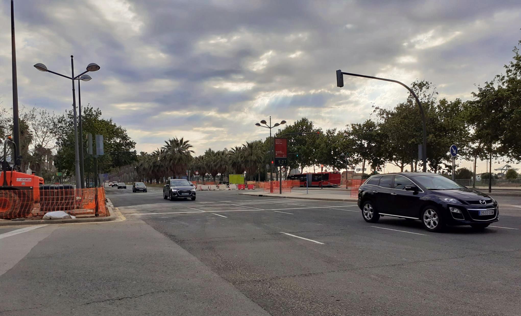 La Generalitat finaliza la instalación del carril de la Línea 10 de Metrovalencia en el cruce de la avenida Antonio Ferrandis con Amado Granell