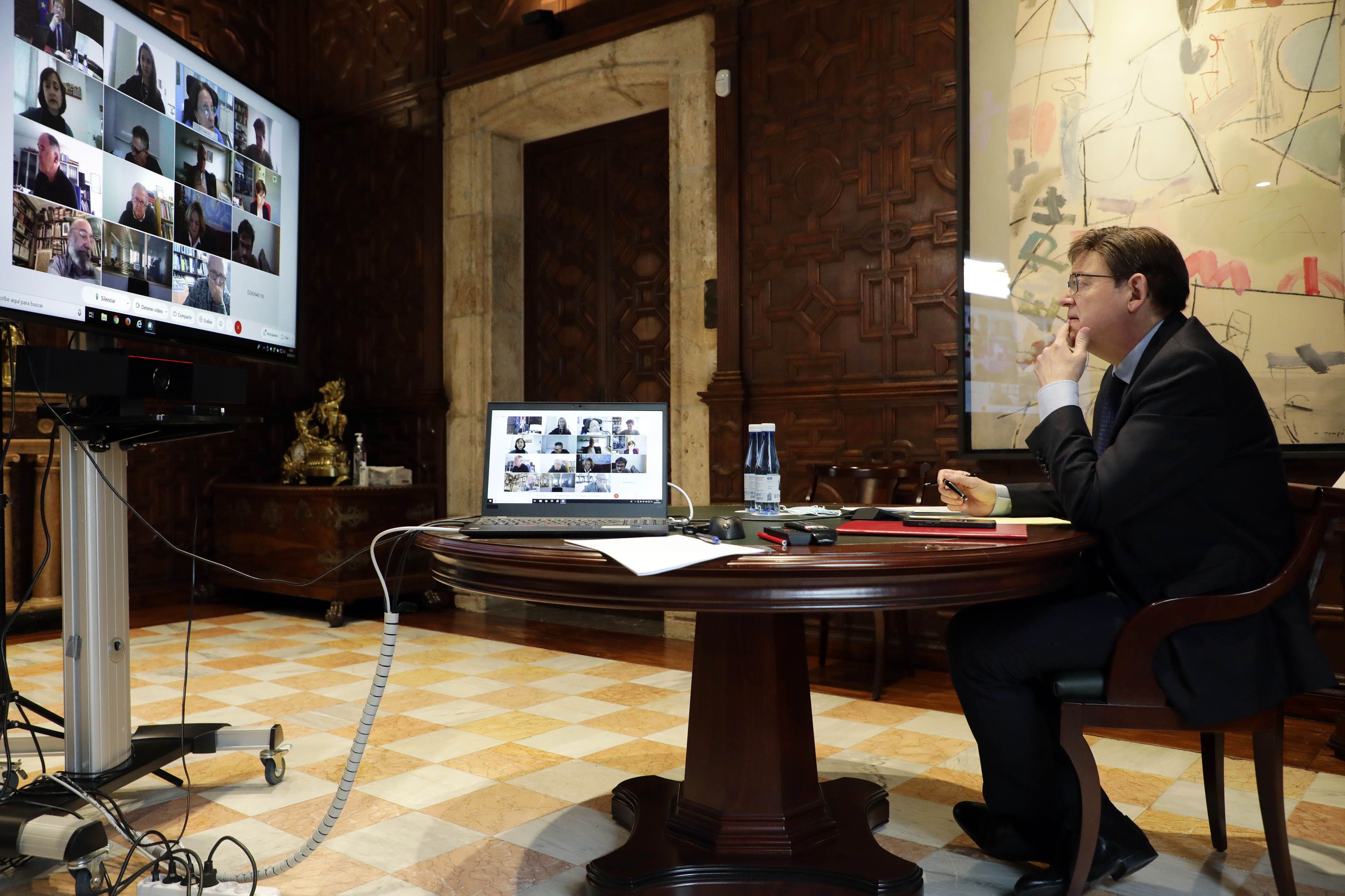 Ximo Puig mantiene una reunión con personas expertas para analizar la evolución de la pandemia de coronavirus en la Comunitat Valenciana