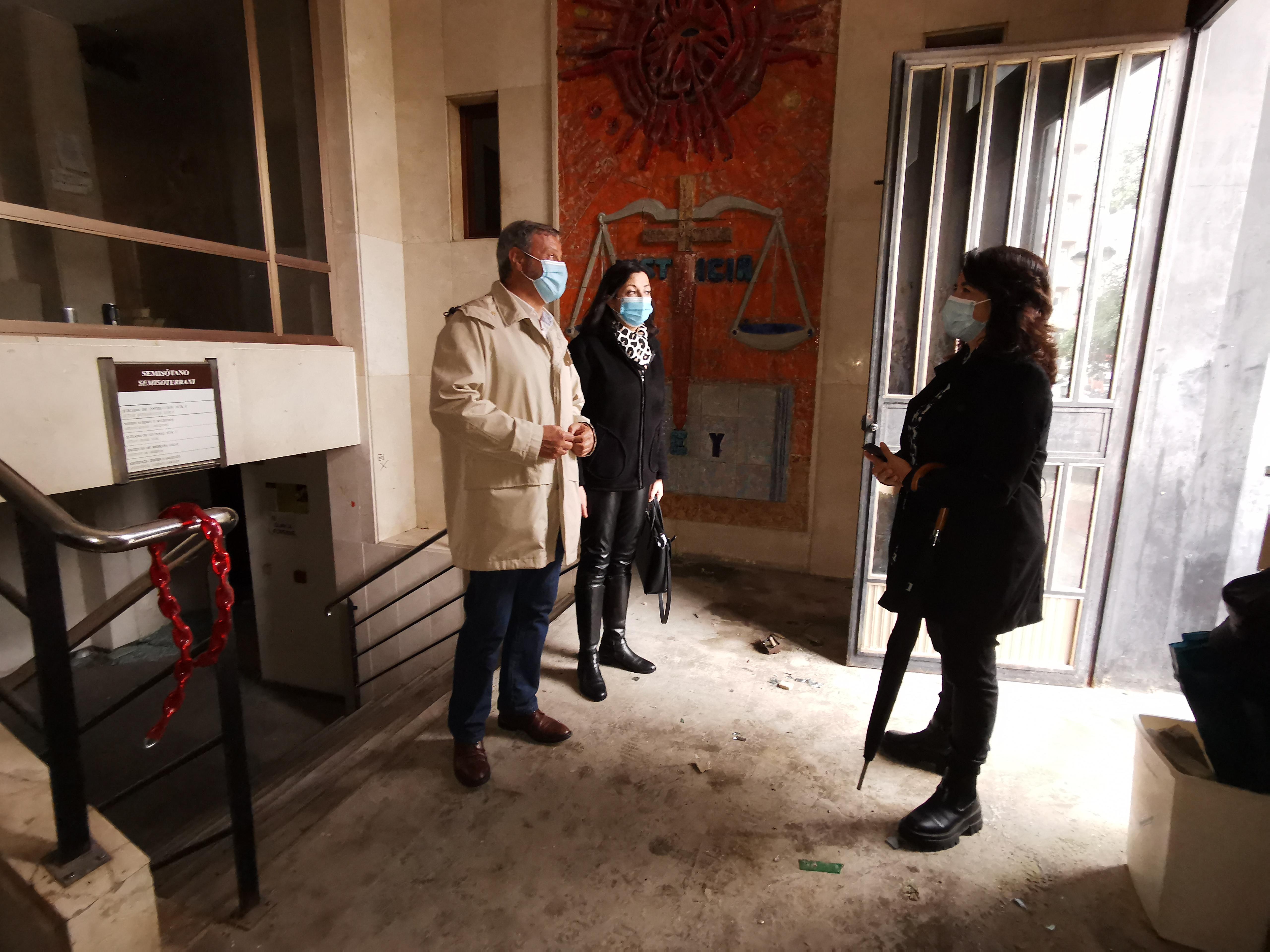 Patrimonio se reúne con la constructora responsable de la rehabilitación de Borrull para iniciar las labores de medición y seguridad