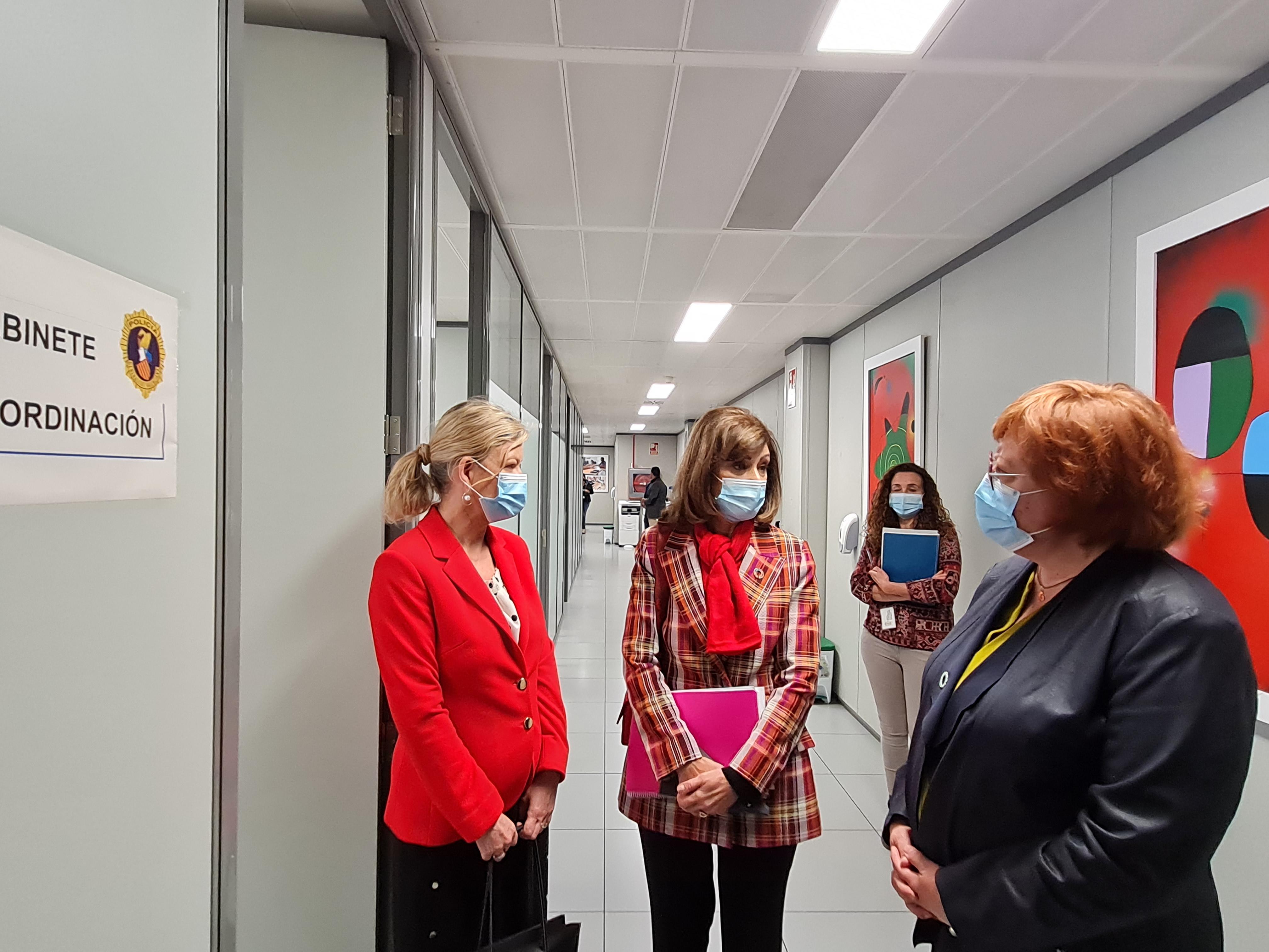 Bravo visita la Oficina Especializada en Violencia de Género en la Ciudad de la Justicia de València