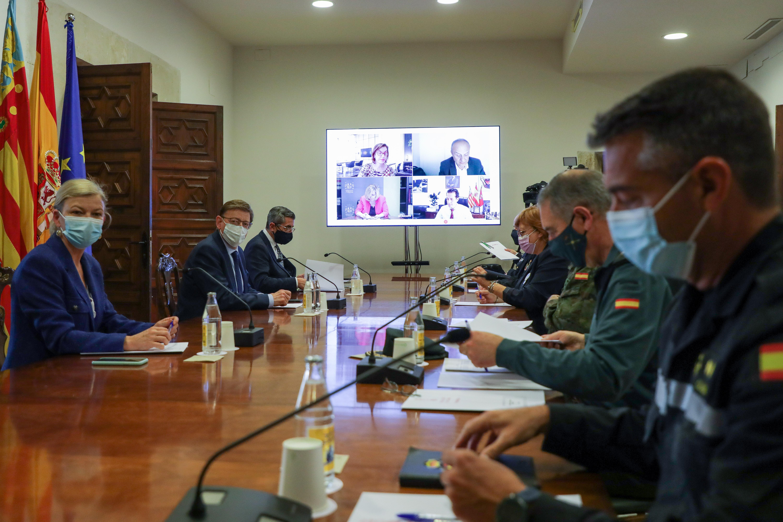 La Generalitat insta a los alcaldes y alcaldesas de zonas turísticas a extremar la vigilancia para asegurar el cumplimiento de las medidas frente ...