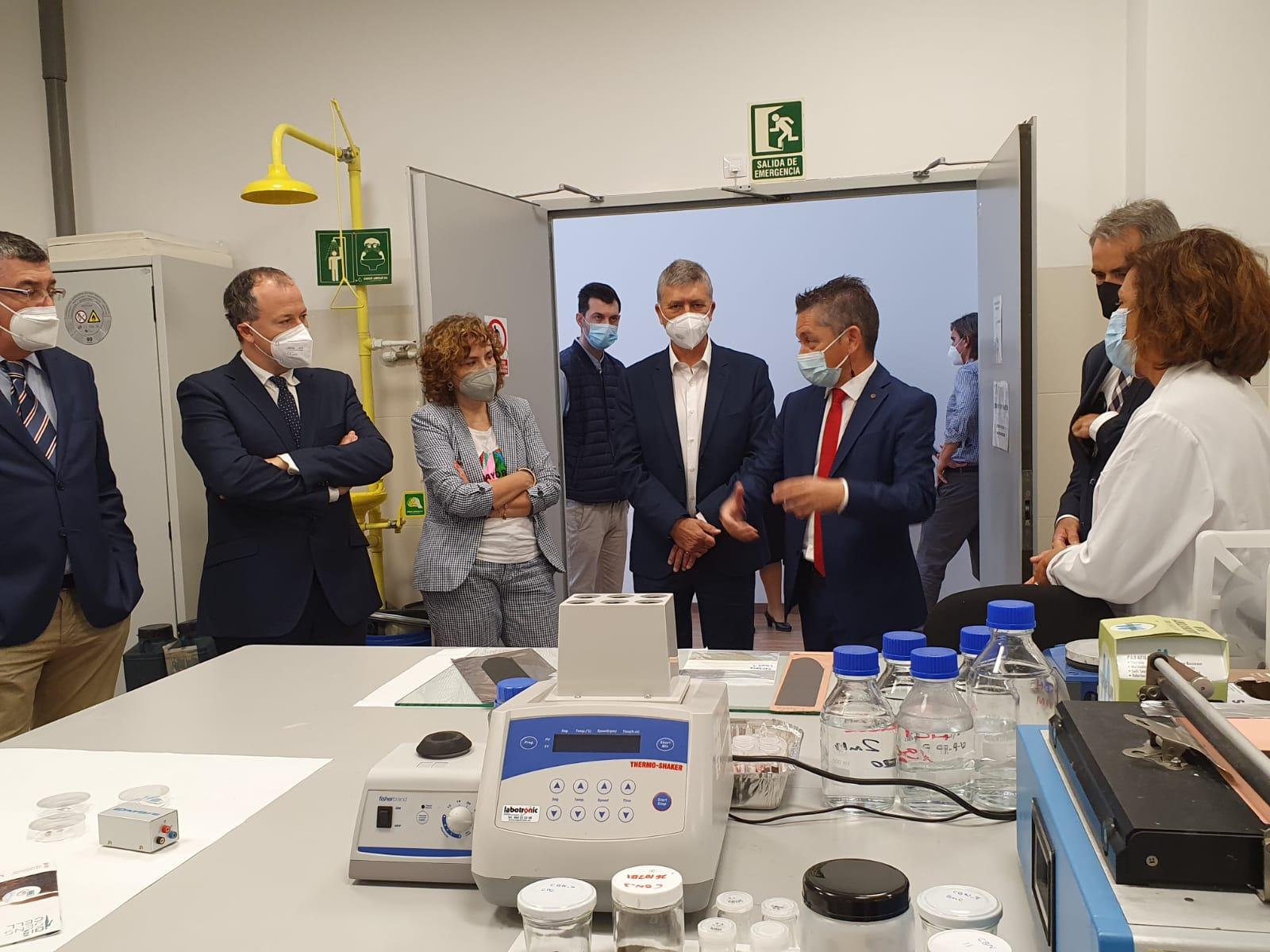 El conseller de Economía Sostenible visita la red de institutos tecnológicos con el presidente de Les Corts