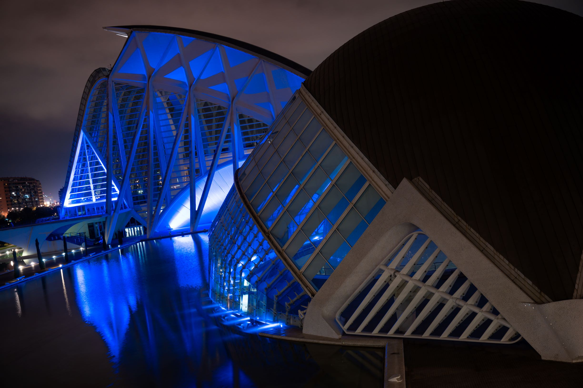La Ciutat de les Arts i les Ciències se ilumina este martes de azul por el Día Mundial de los Océanos