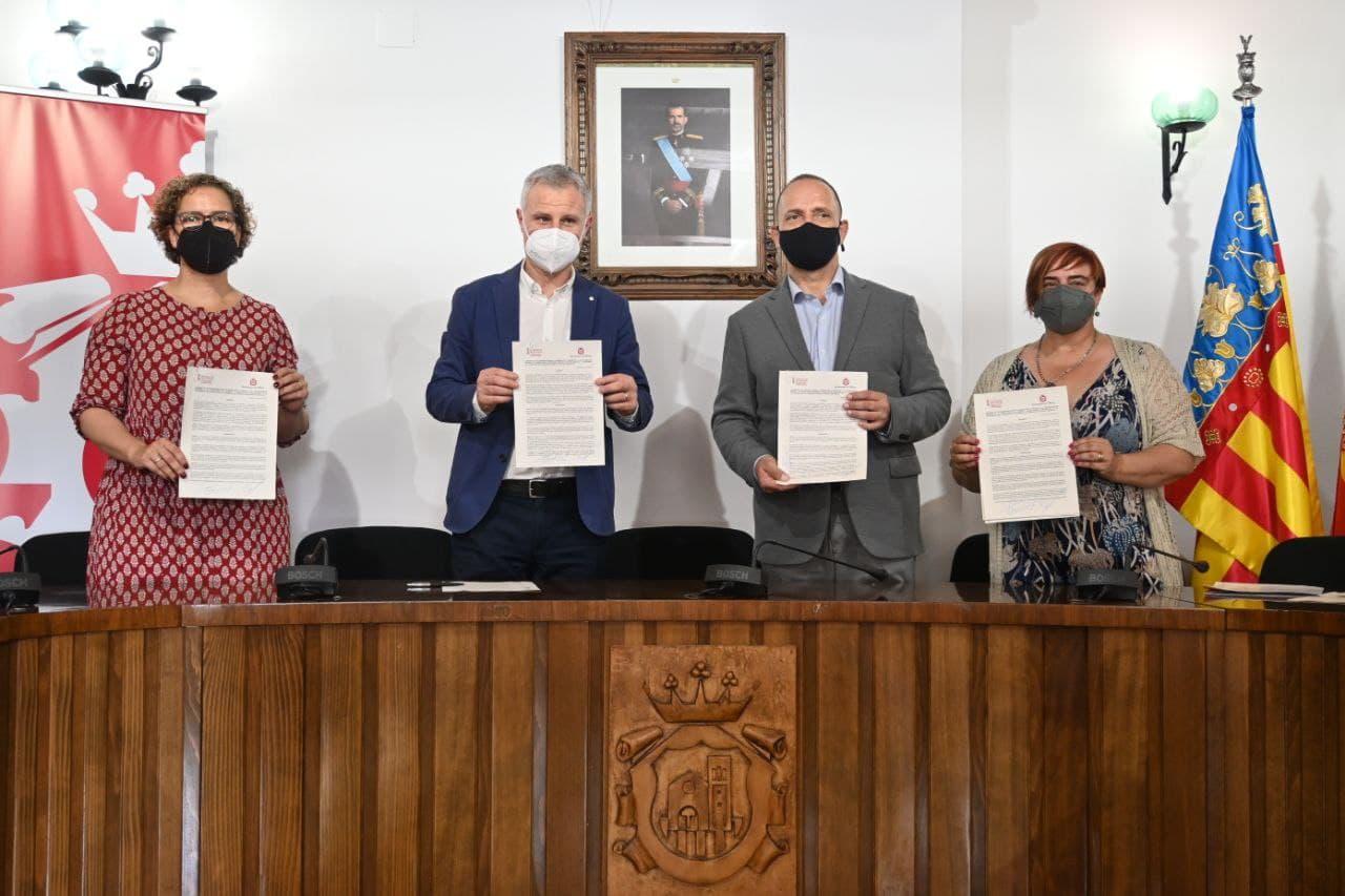 Martínez Dalmau y el alcalde de La Eliana firman un convenio para ceder el derecho de tanteo al Ayuntamiento y pueda comprar viviendas