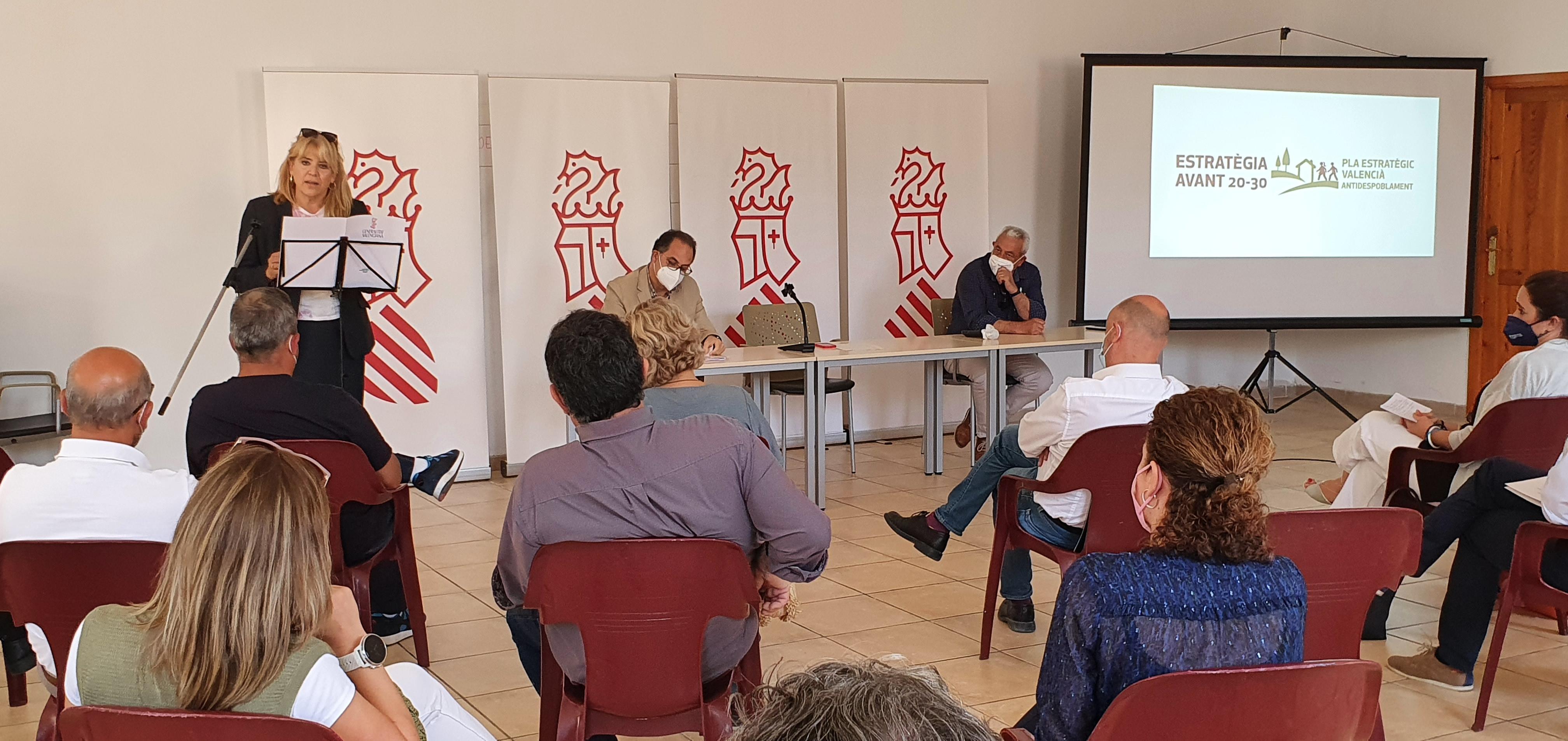 """La Generalitat presenta la Estrategia Avant 20-30 en Penàguila """"como compromiso firme"""" con los municipios de interior"""