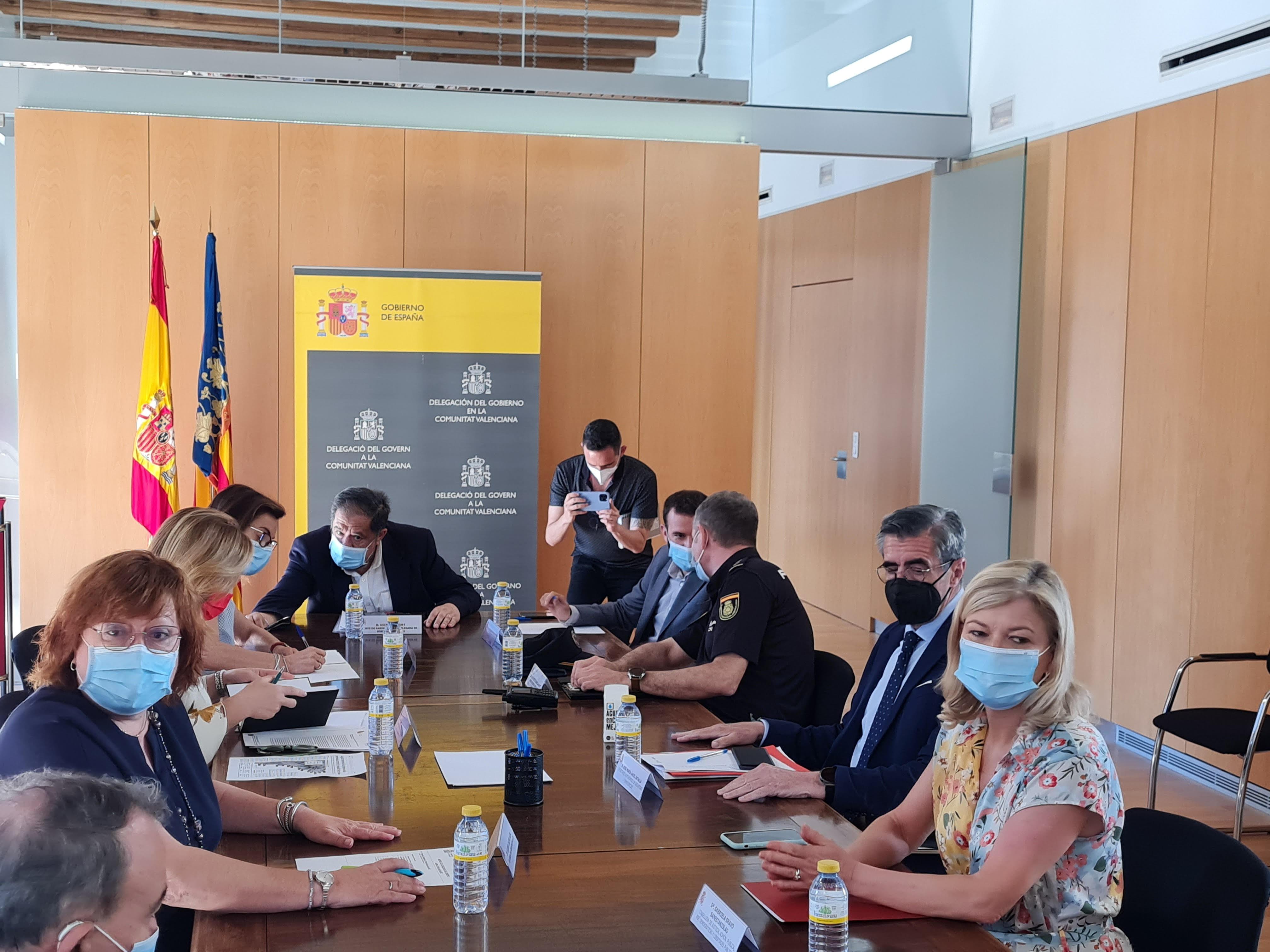 """Bravo anuncia que la Policia de la Generalitat multiplicarà per quatre els seus efectius per a evitar aglomeracions i control d""""aforaments en Sant..."""
