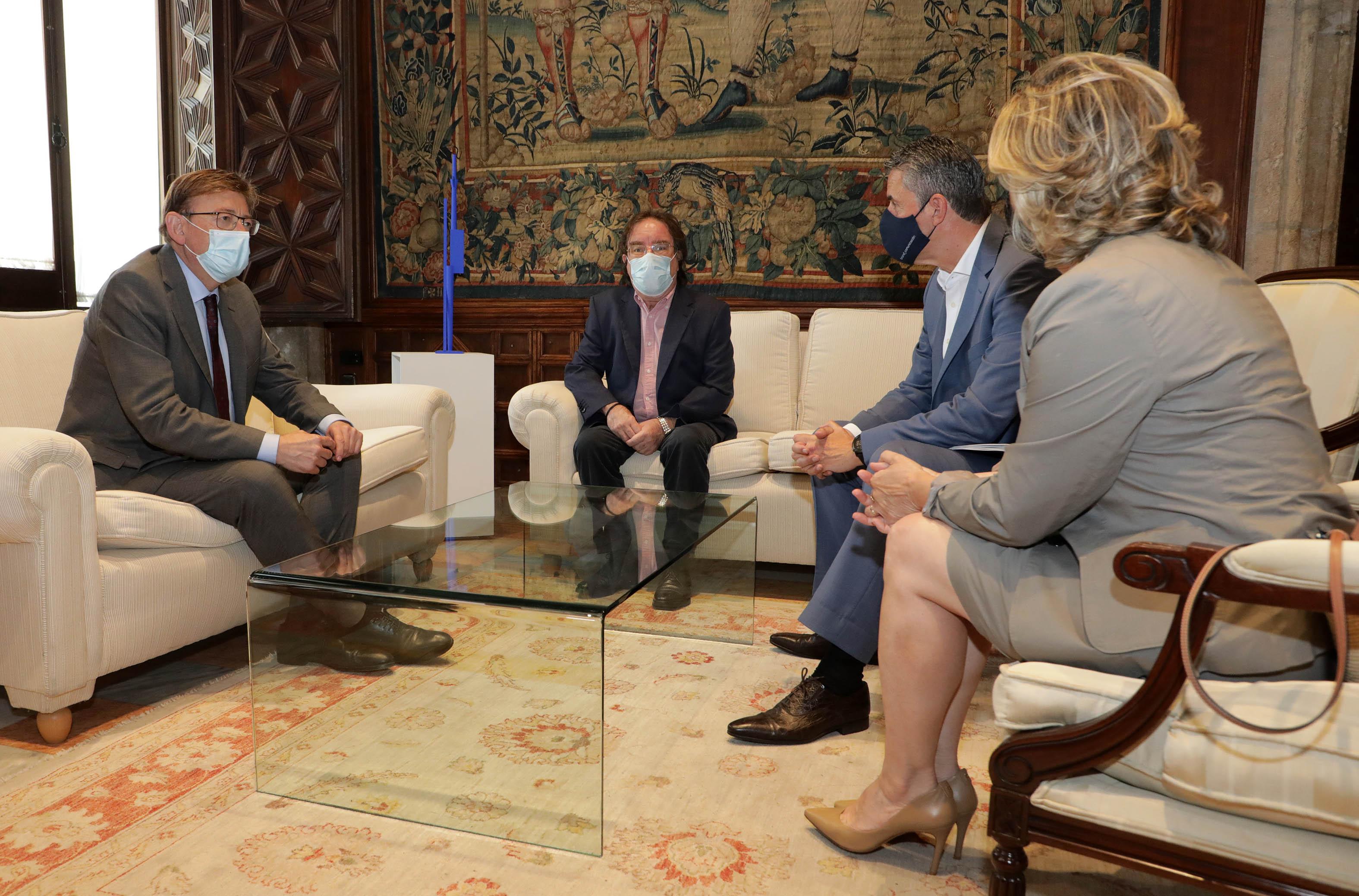 """Ximo Puig es reuneix amb el president de l""""Associació Espanyola de Vacunologia, Amós José García Rojas"""
