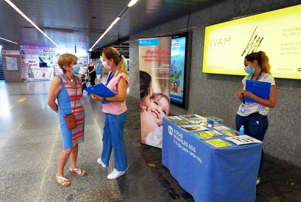 Ferrocarrils de la Generalitat colabora con Aldeas Infantiles y Médicos Sin Fronteras en sus campañas informativas en estaciones de Metrovalencia