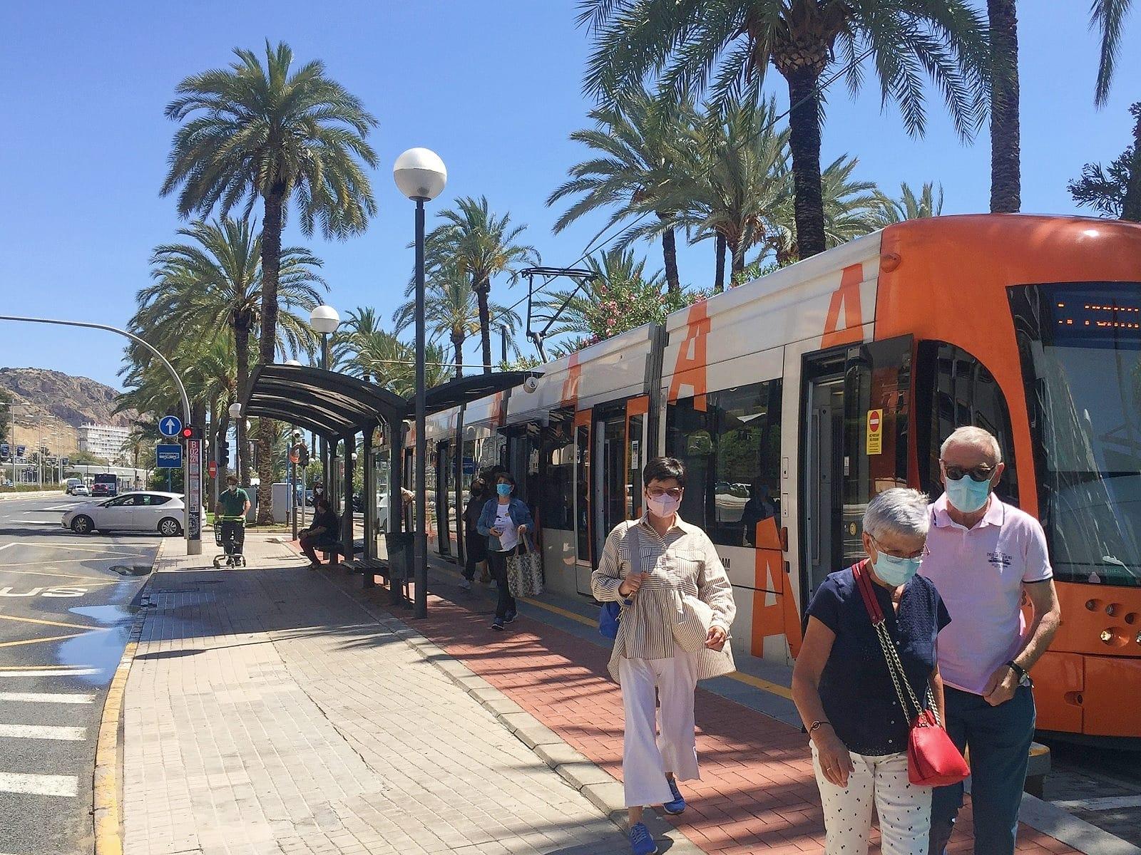 """La Generalitat facilitó la movilidad de 929.222 personas usuarias en TRAM d""""Alacant en agosto, un 35% más que en 2020"""