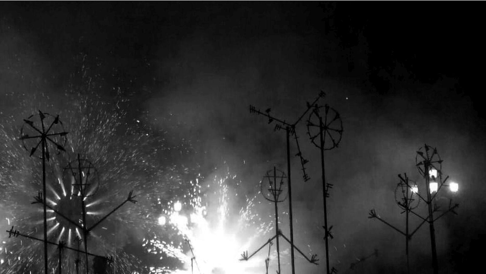 El IVAM dispara un castillo de fuegos artificiales tradicional para clausurar la exposición de Lola Lasurt