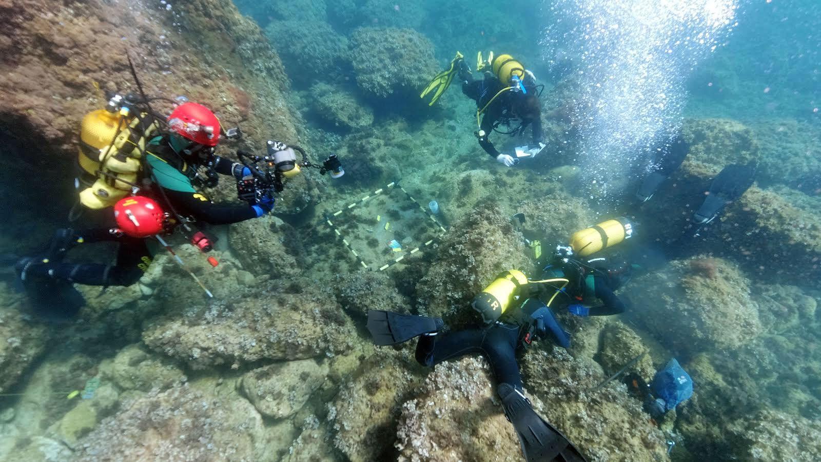 """Es troben 53 monedes d""""or dels segles IV i V en el fons marí del Portitxol de Xàbia"""