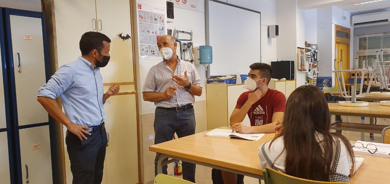 """Marzà: """"Con la mejora de las infraestructuras escolares hemos generado ya casi 2.000 puestos de trabajo en la Vega Baja"""""""